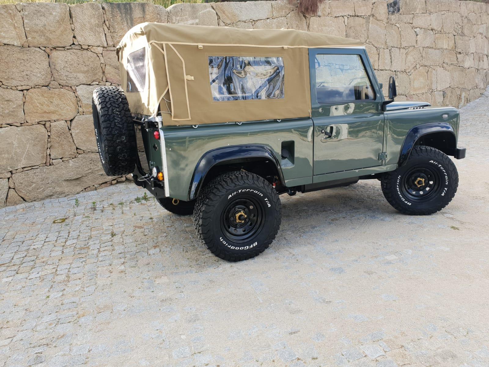 LegacyOverland_ProjKalahari_Defender90_car2.jpg