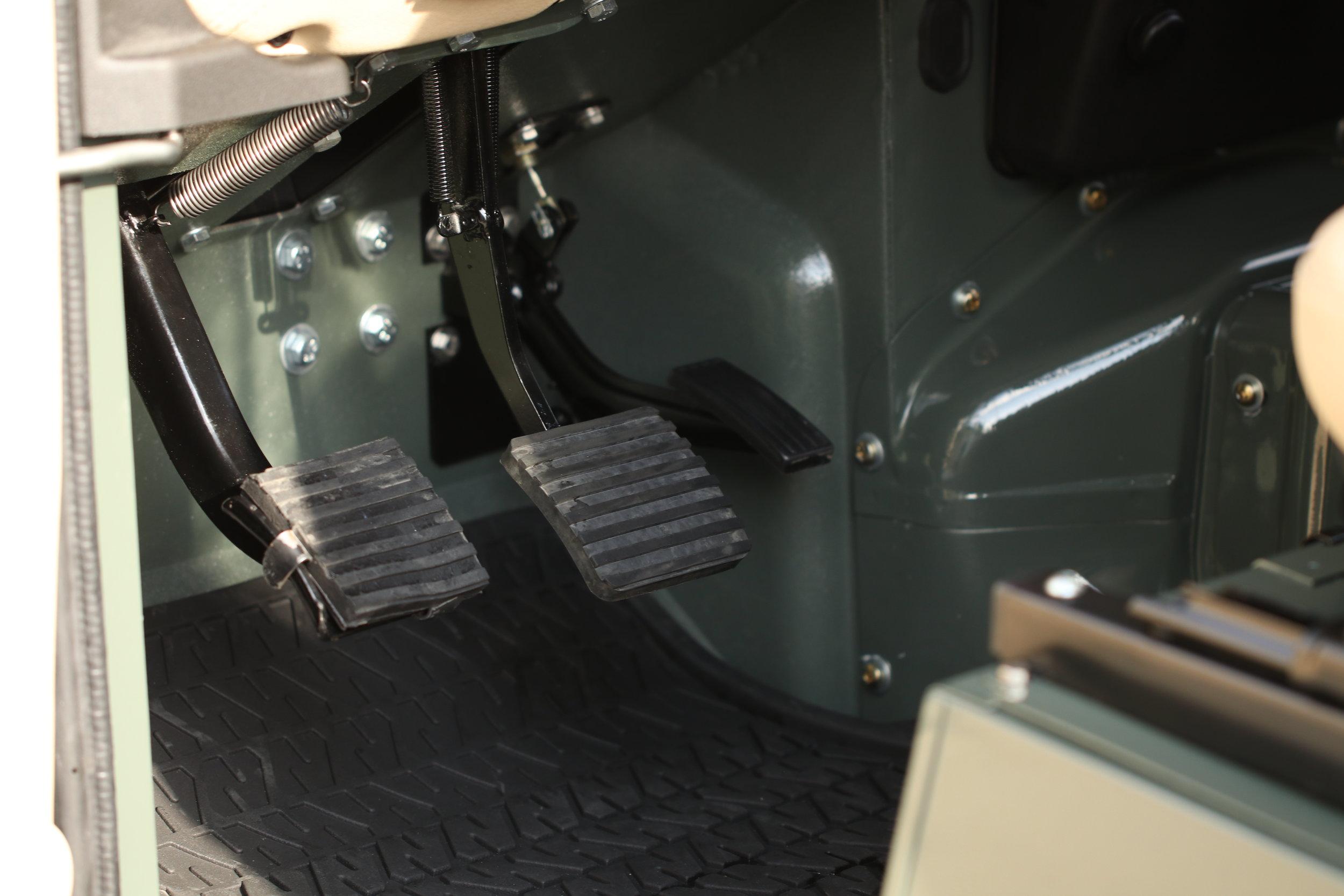 LegacyOverland_ProjKalahari_Defender90_car20.JPG