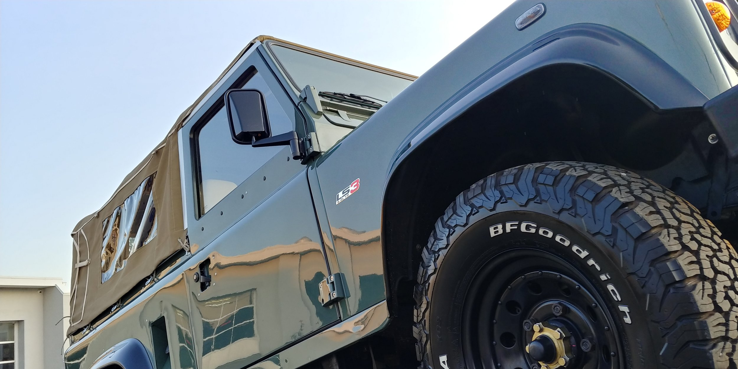 430 hp V8, automatic Defender 90