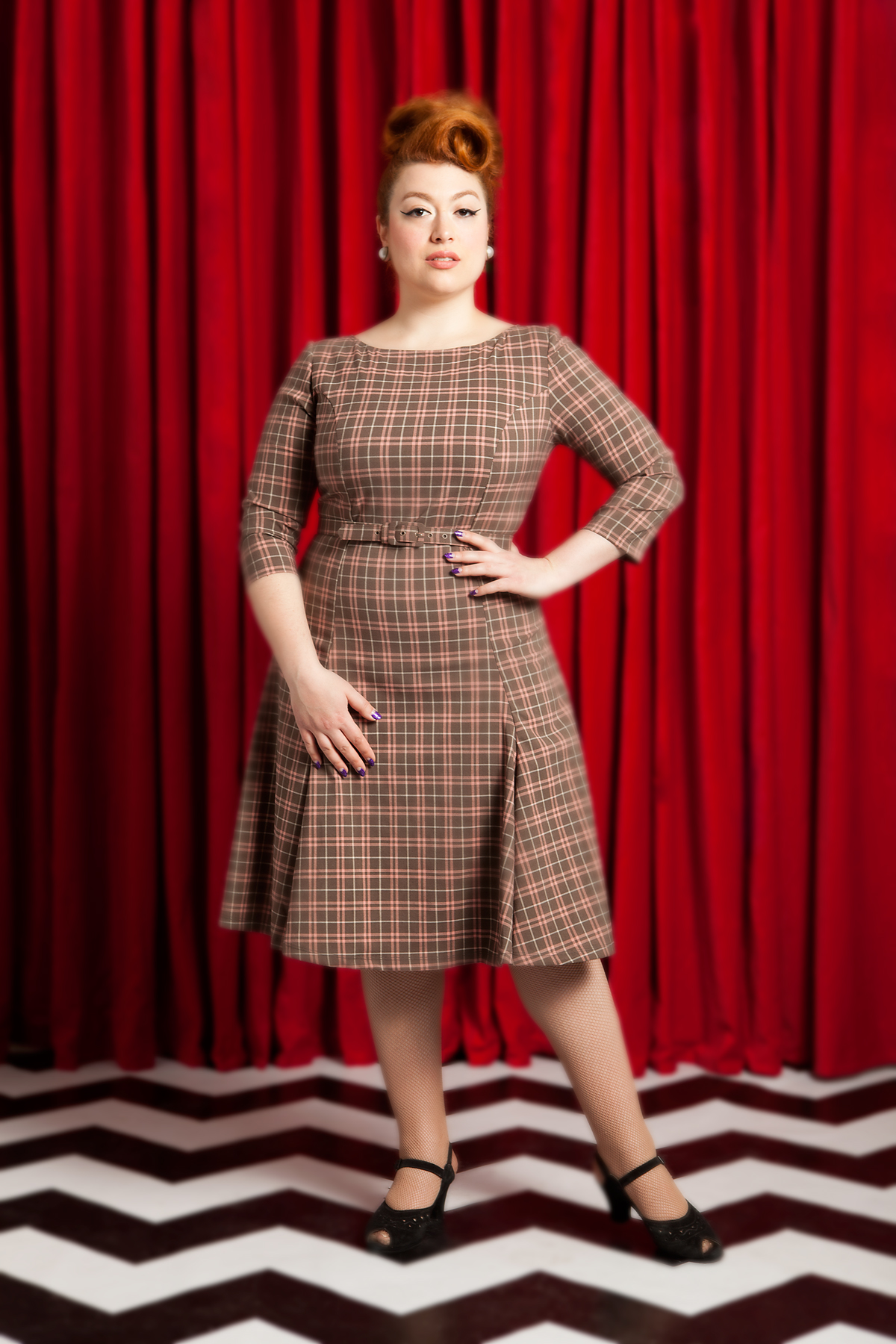 - Twin Peaks is back and so is Twin Peaks Chic! If you watched The Return and tried to explain it to your co-workers who haven't seen it, it would sound like you've been snacking on some of the local mushrooms. But they wouldn't mind if you looked as stunning & demure as Varla Velour here in Laura Byrnes California Sabrina Dress in Mushroom Pink Plaid from Pinup Girl Clothing! Varla is the Voluptuous Vixen of Burlesque and when she is not gallivanting on the red carpet in Hollywood she is just your ordinary average small town, burlesque-dancing, Canadian Jewtina!