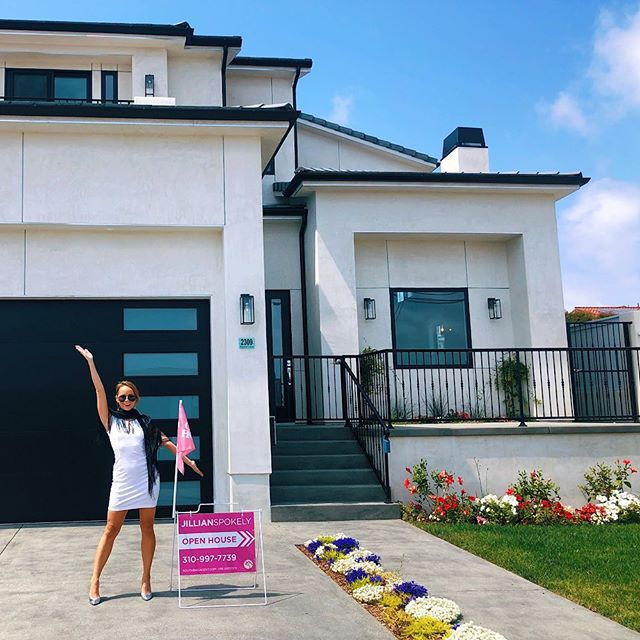 So much room for activities! And then some😇 💥7,500 sqft lot😍 💥5 bed, 4 bath main house 💥GUEST HOUSE in the back 💥Brand New Construction built by Advanced Design & Construction Inc. 💥DM for details📲 🏠👸🏼🗝 Open House this Saturday & Sunday from 1-4pm