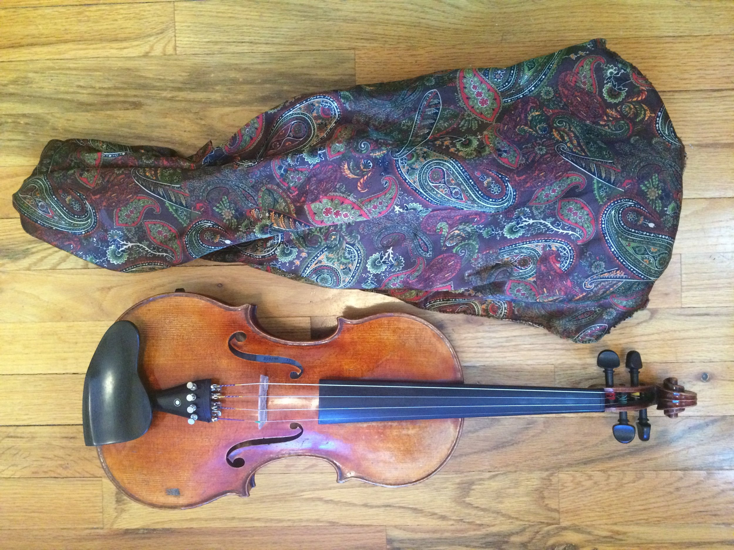This paisley print bag originally made for my viola is made out of inexpensive satin. As you can see I did not include a drawstring. Instead I made the bag extra long so that it could be folded around the neck of the instrument. I used a zigzag stitch with the seam on the outside of the bag