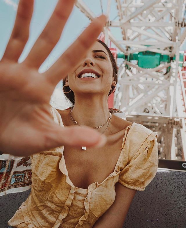 No photos please | 📸: @jacquelinewoodwell #style #blogger #santamonica #smile #beachvibes #boardwalk #summer #fashion #happy