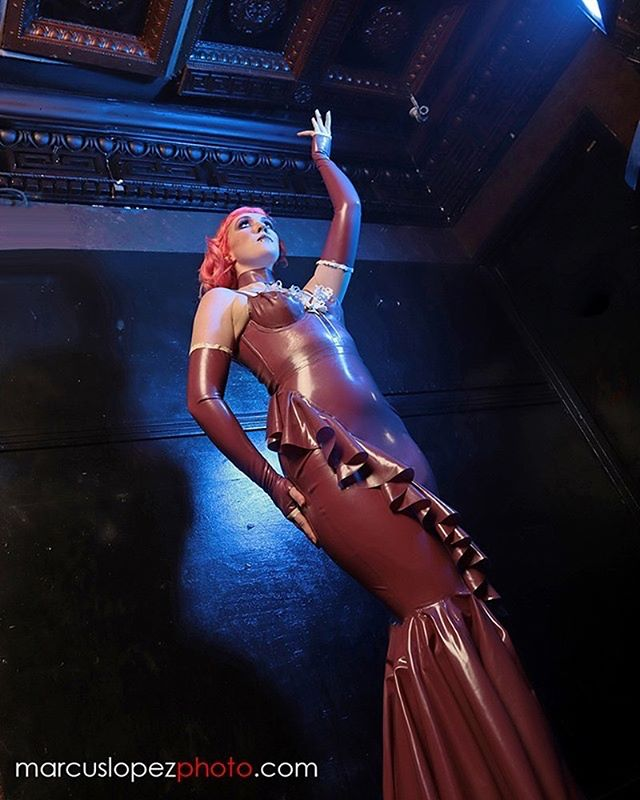 Some statuesque queen vibes in our electric rose latex gown at @hautenoirshow  Model: @little_lotte23  Photo: @marcuslopezphoto  Hair: @bonnie.swan.hmua  Makeup: @ladonnastein 🥀🌑 #latexgown #dallasfetish #missokissedlatex #latex #latexcouture #metalliclatex #pinkhair #rosecolor #latexdesigner #latexshow #latexphotography