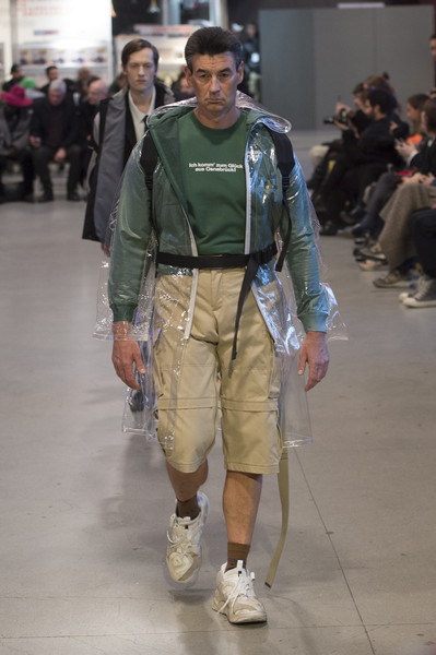 Vetements+Fall+2017+ANYbEh8YOXEl.jpg