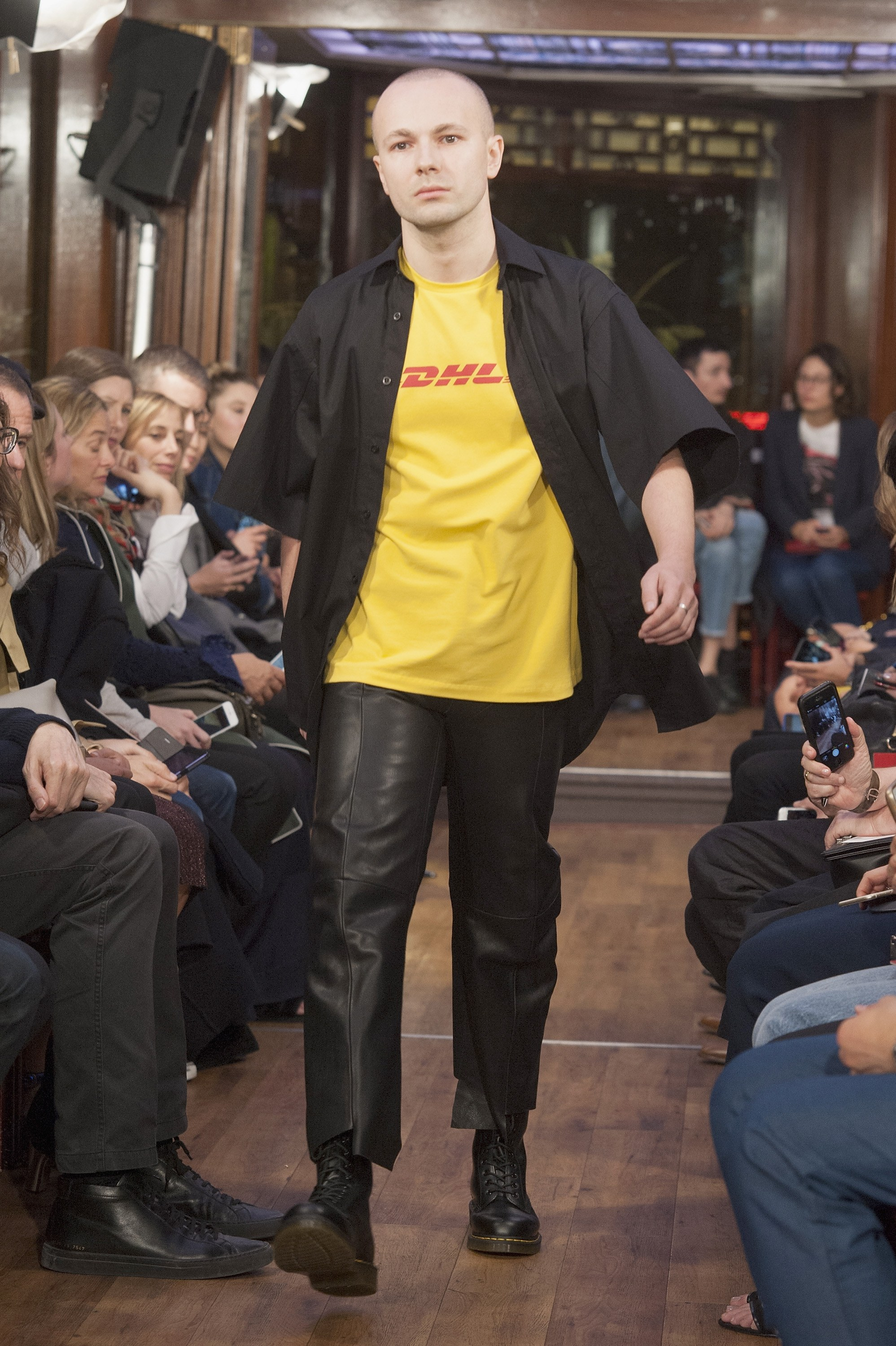 vetements-dhl.jpg