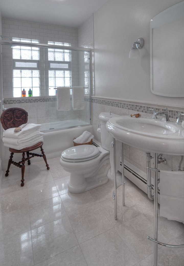Bathroom1_1 (2).jpg