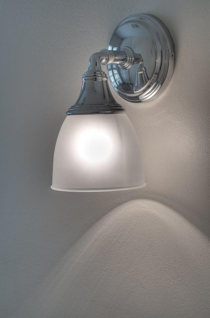 Bathroomlight_HDRv (2).jpg