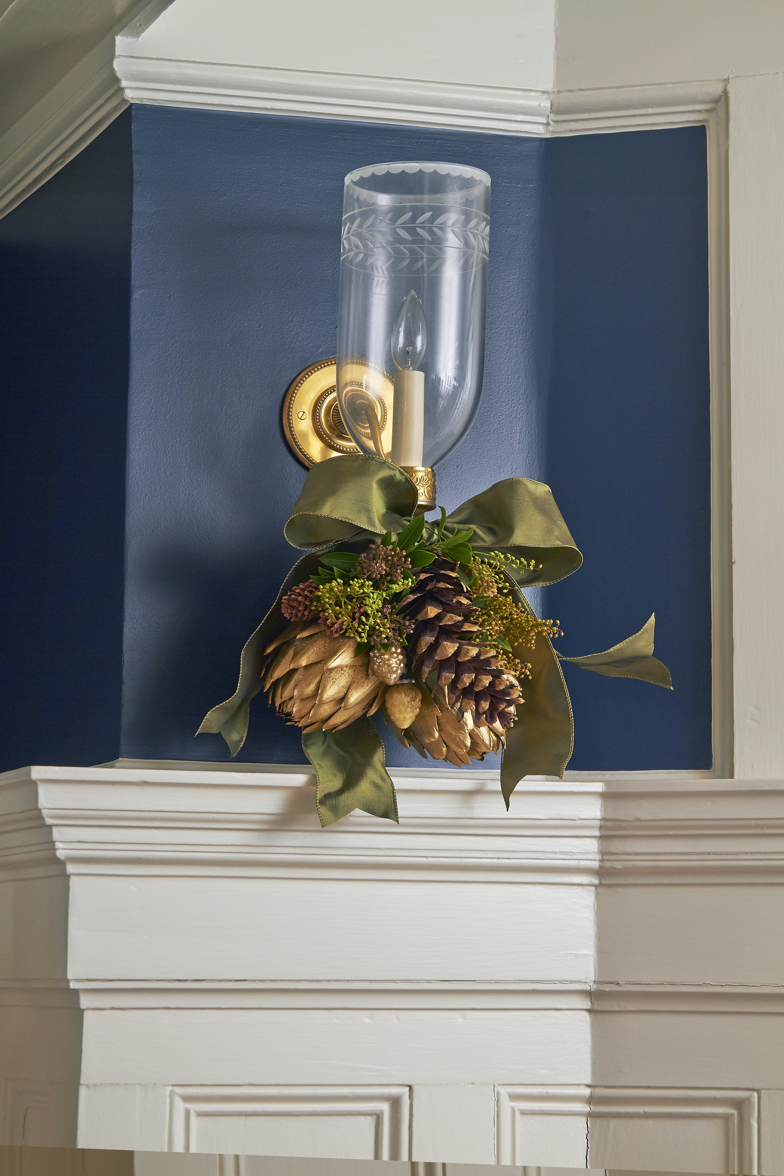 CTCG-HOLIDAY DR SCONCE.jpg