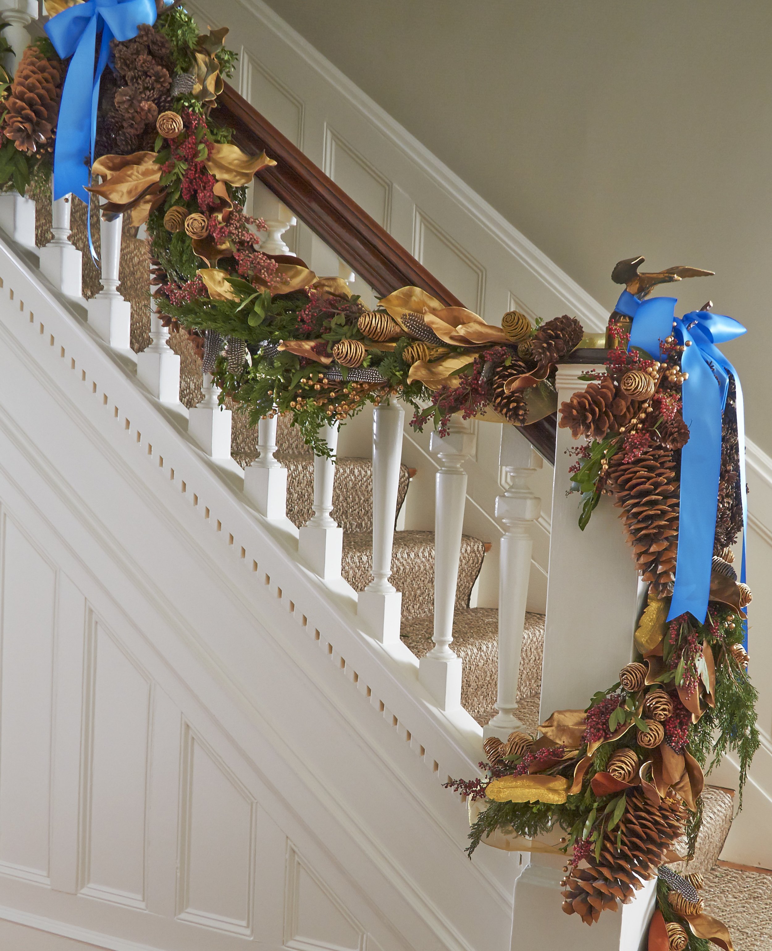 CTCG-HOLIDAY STAIR GARLAND DETAIL.jpg