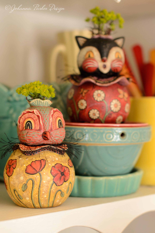 Flower keeper poppy bird
