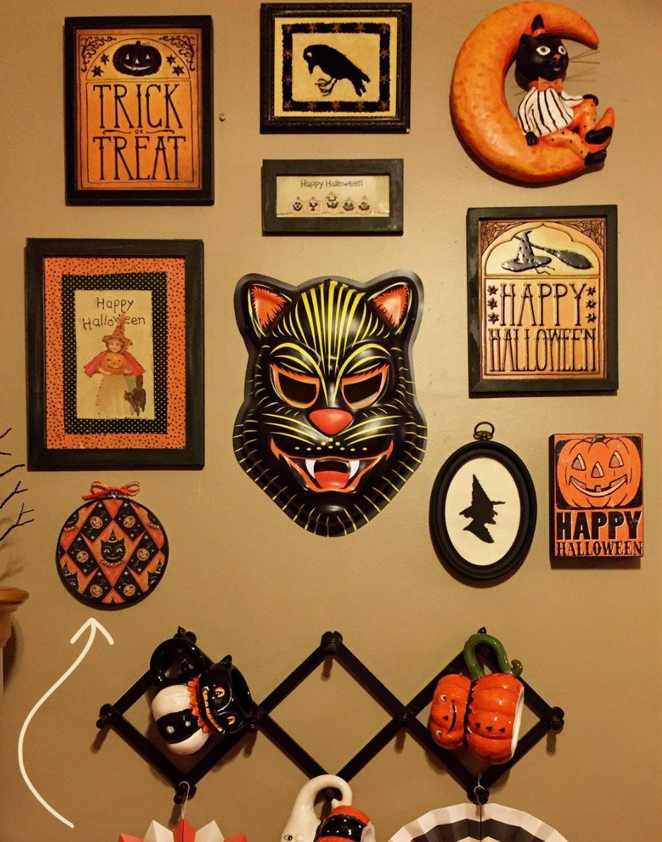 "Stretched wall art hoop by @kimmygibbl3r (on Instagram) using Johanna Parker Halloween fabric from Spoonflower.  GET: ""Grinning Black Cat & Jacks"""