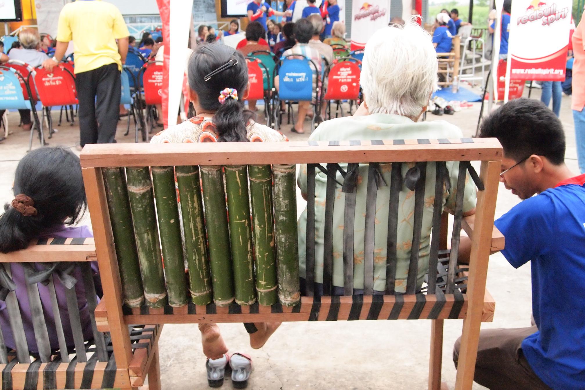 Community furniture Klong 3, Thailand: flexible bench designed for elderly people
