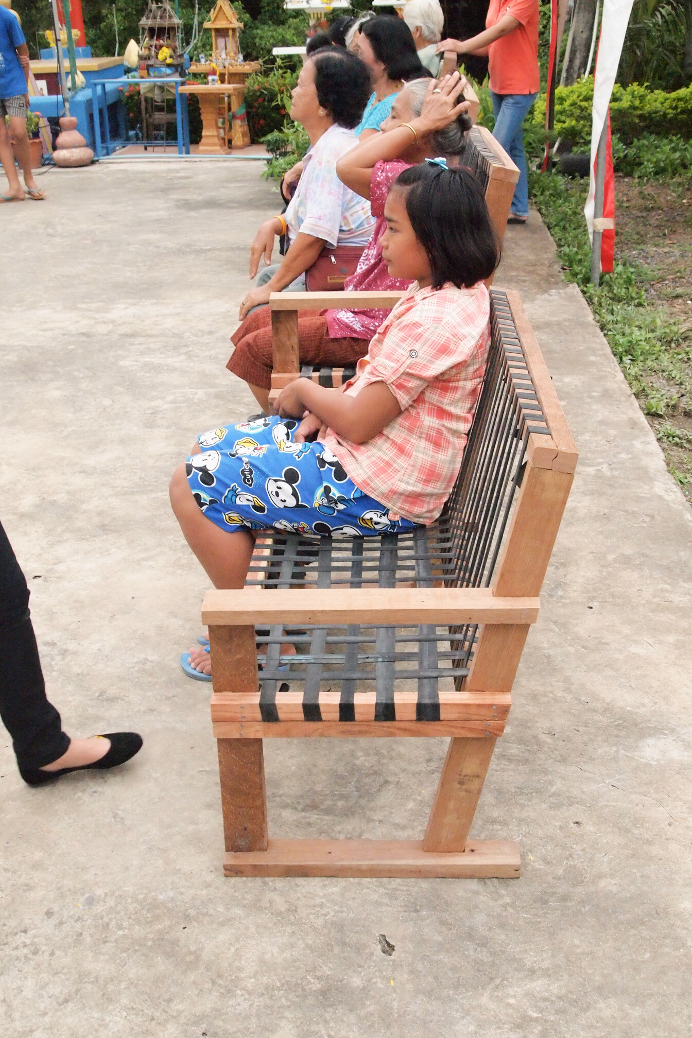 Community furniture Klong 3, Thailand: flexible bench designed for elderly people using upcycle materials