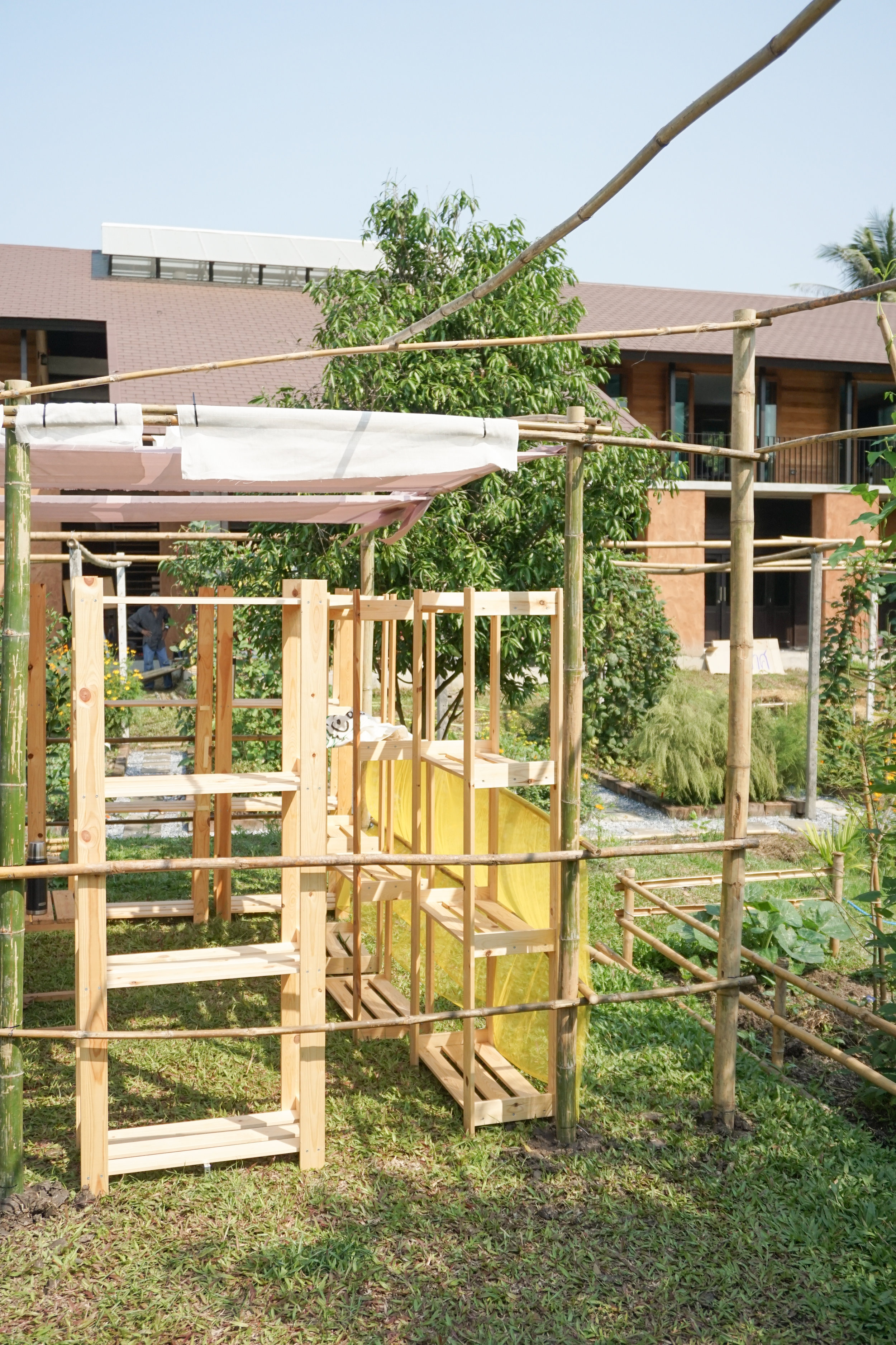Building the booths at Thai City Farm Festival using natural materials