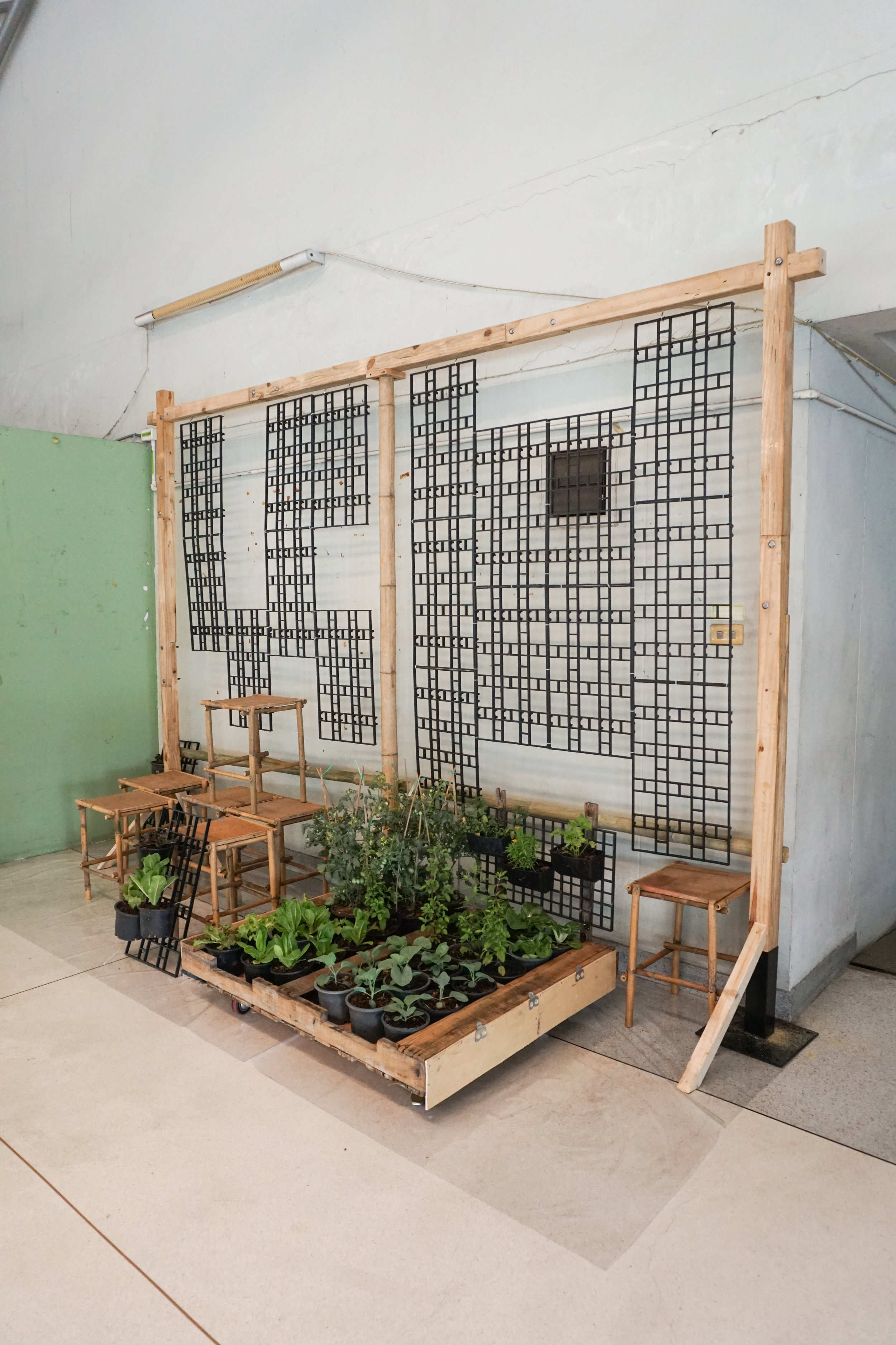 City Farming for a Sustainable City Event: Building the photo corner with the vertical garden