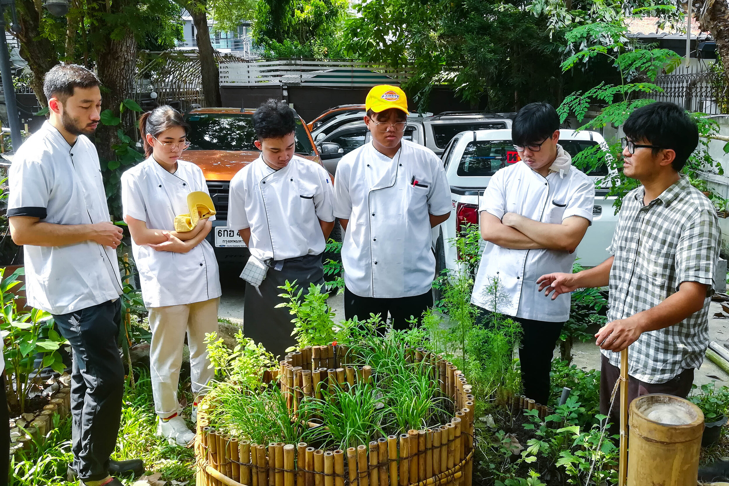 Bo.lan Edible Garden: Sustainable farming workshop run by Nakorn Limpacuptathavon (Prince) and Sunatthalinee Sinprom (Jig) in October 2019