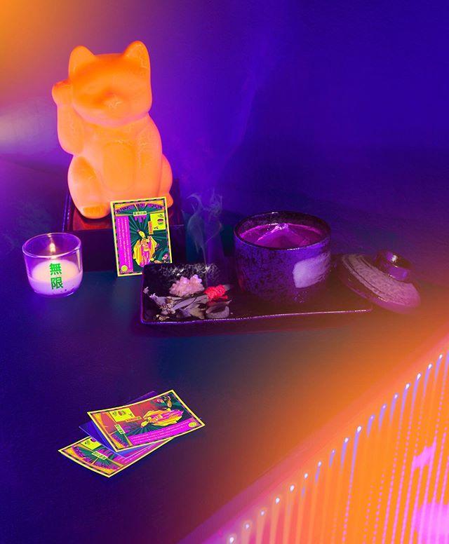 Only 2 more weeks to ℑ𝔫𝔳𝔬𝔨𝔢 𝔗𝔥𝔢𝔢 @yomissaloon 🍵@ireneatcraft 📸: @joshschaedel. • 'INVOKE THE SPIRIT' @mezcalelsilencio. lillet blanc. shiso cordial. terragon. citrus. smoking sage. • #yomissaloon #discodiningclub #happyhouragency