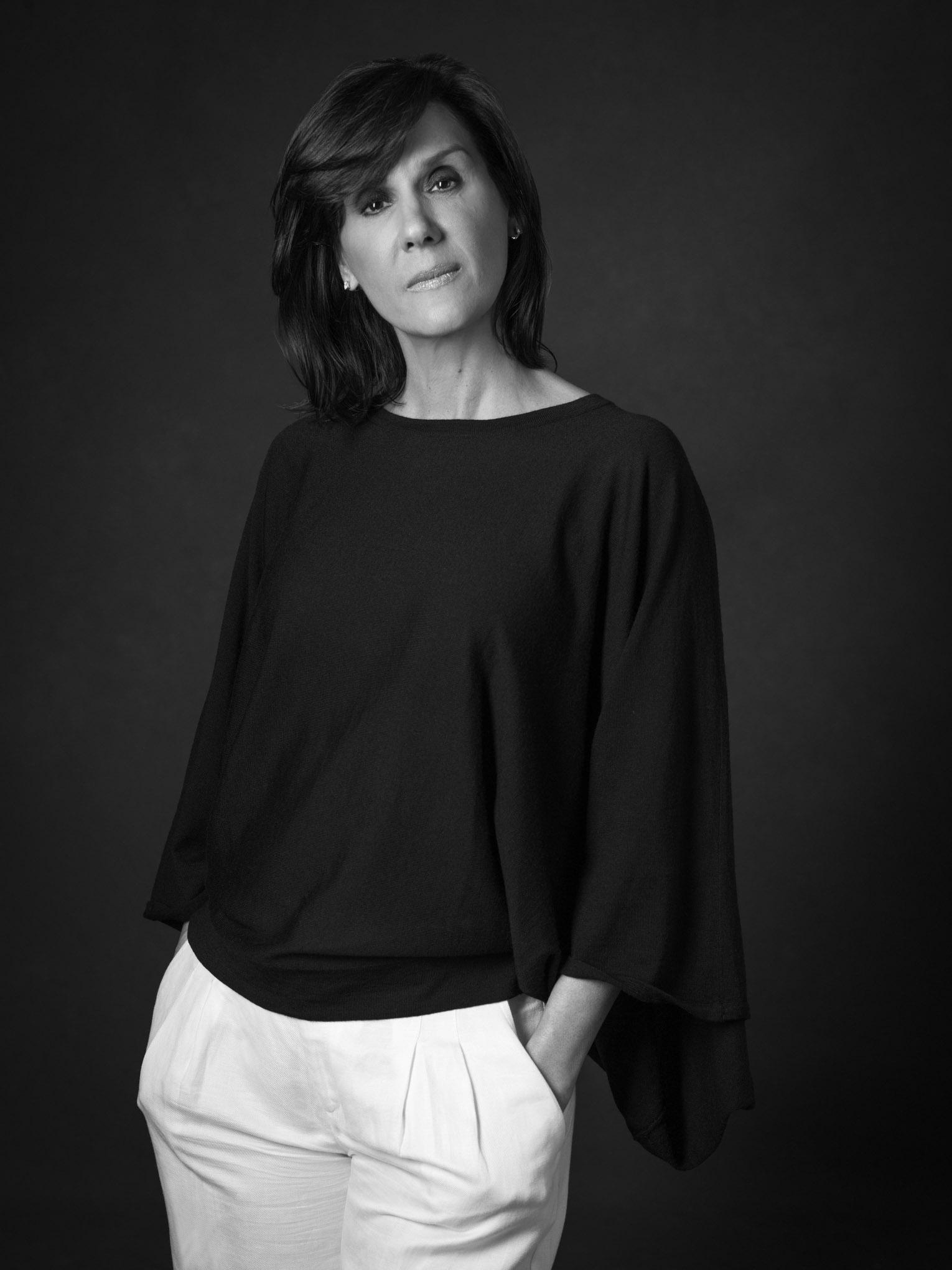 Beatriz Descamps-224B&W.jpg