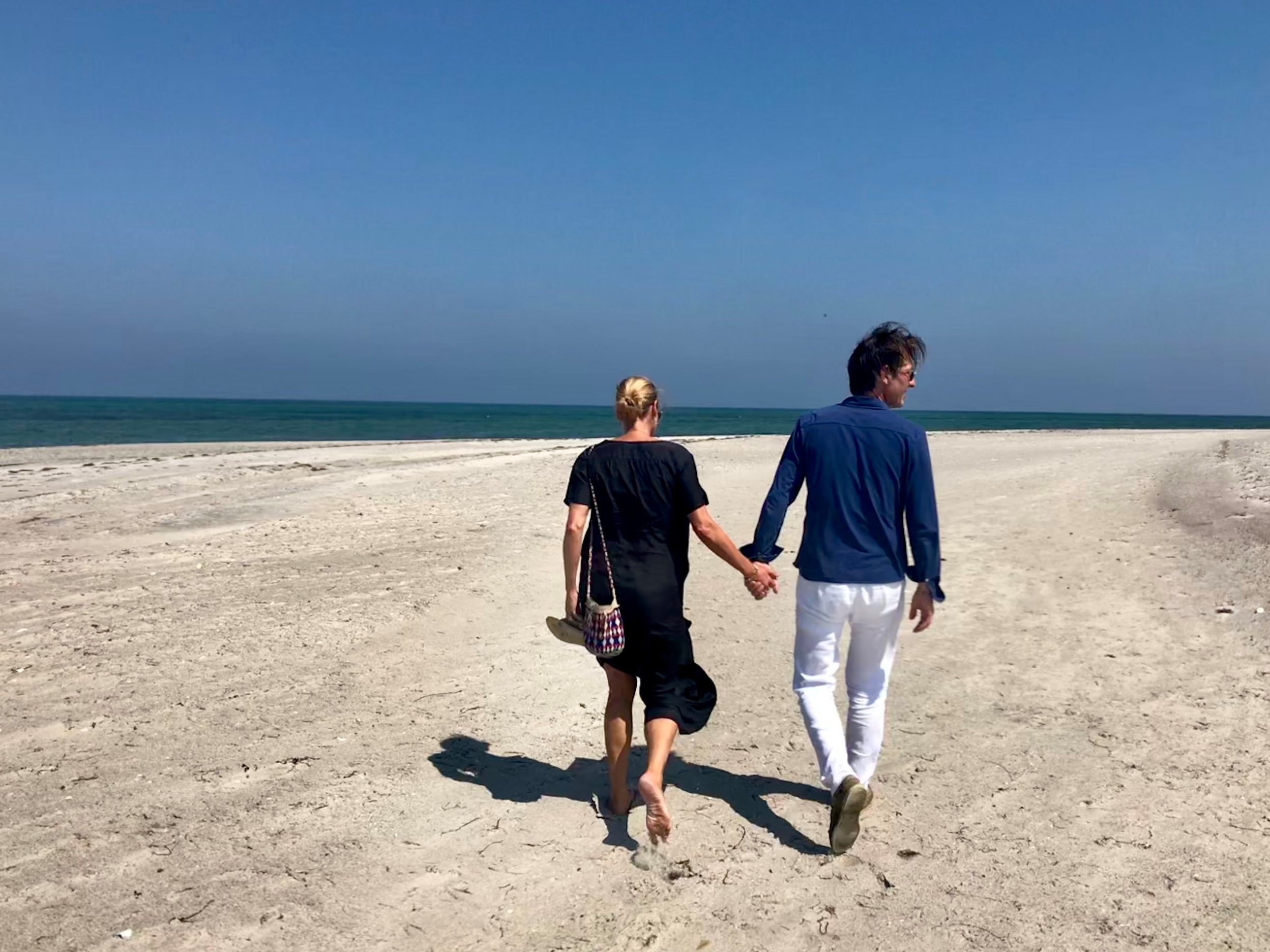 Par på stranden på Vejrø.jpg
