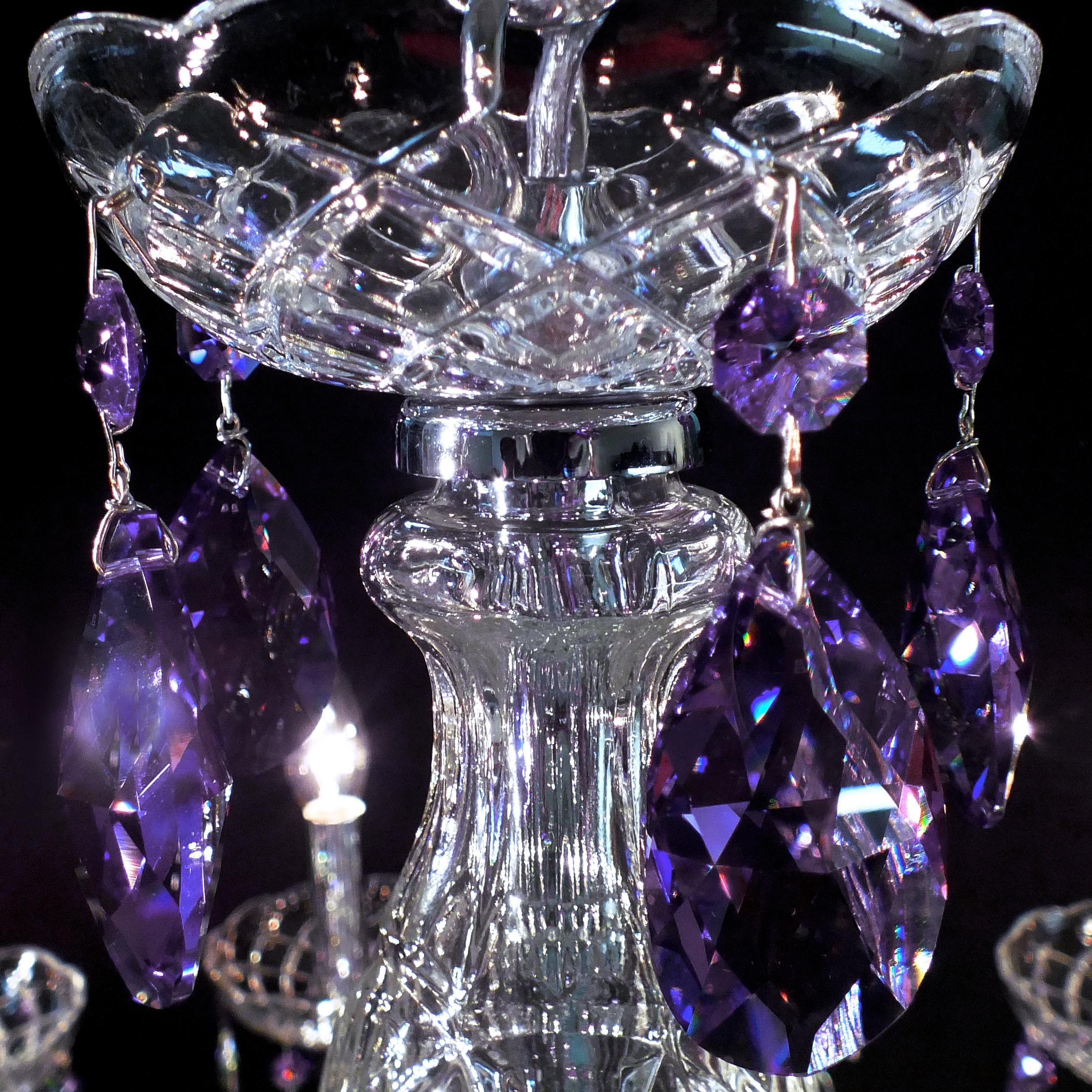 Cristal na cor Blue Violet SWAROVSKI (Áustria).