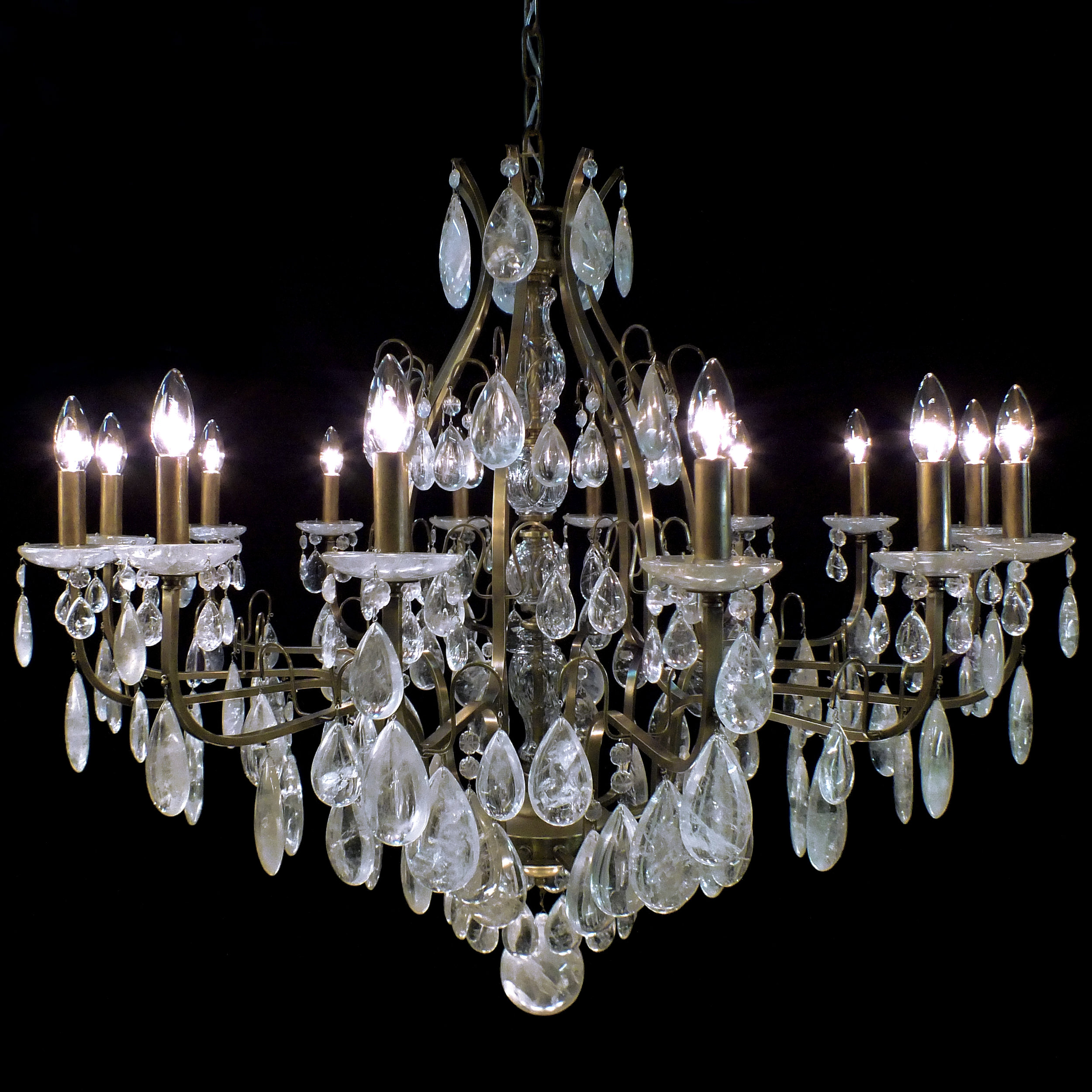 Lustre Verona 14 braços em cristais de rocha quartzo no tom extraclaro.