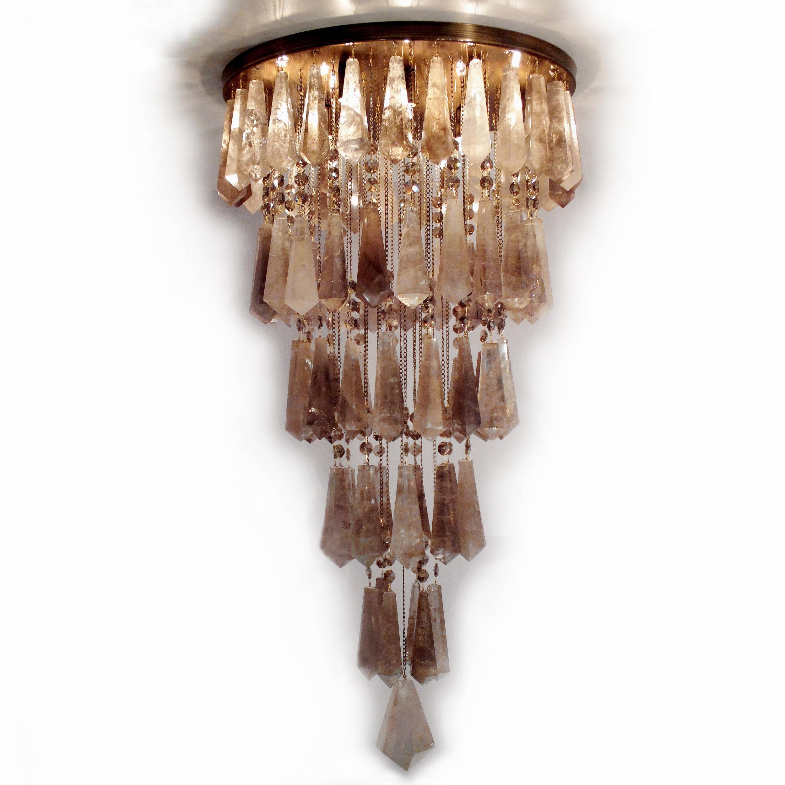 Plafon Milano em latão com acabamento envelhecido brilho e cristais de rocha quartzo fumê.