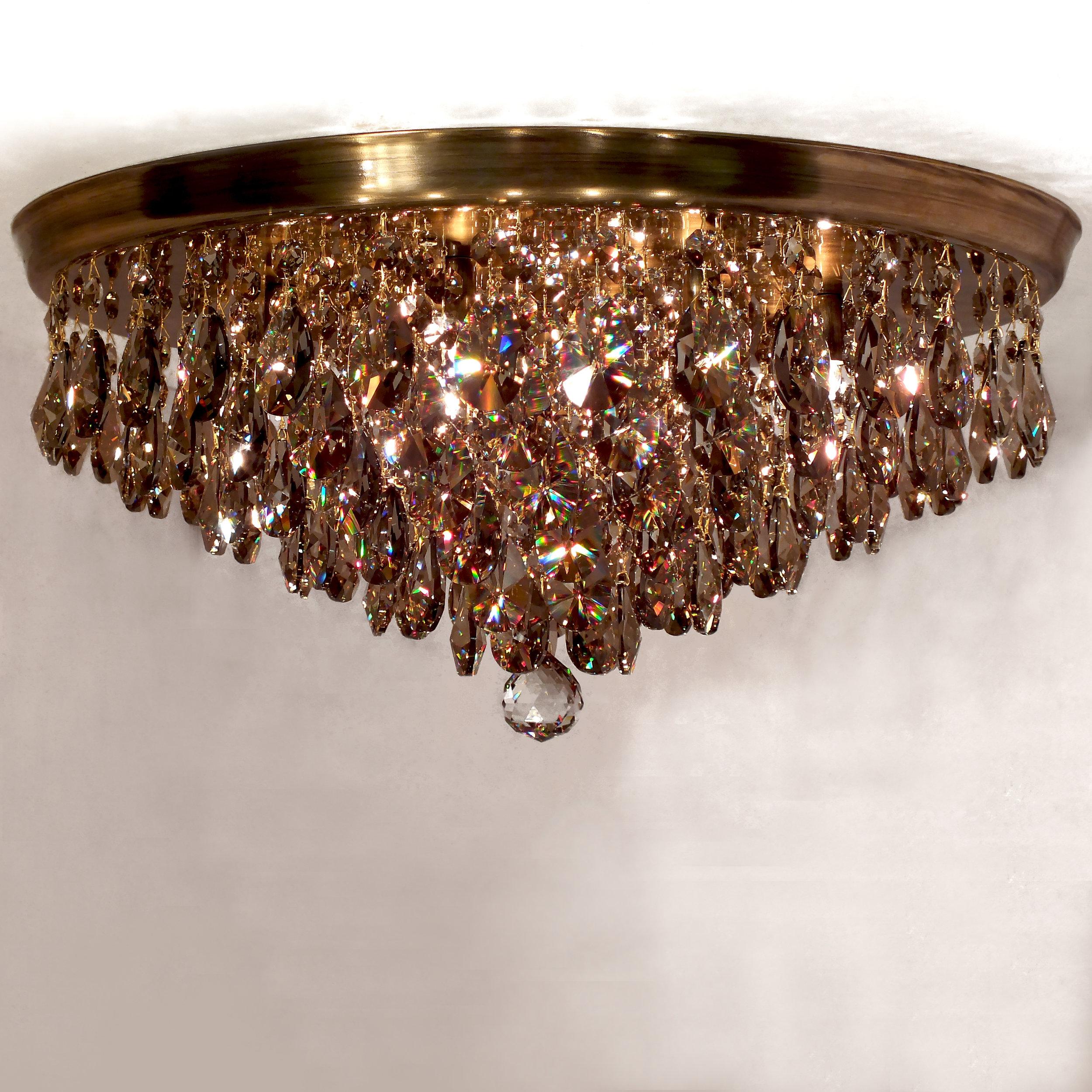 Plafon Parma em latão com acabamento brilho e cristais egípcios legítimos Golden Honey, com 65cm de diâmetro.