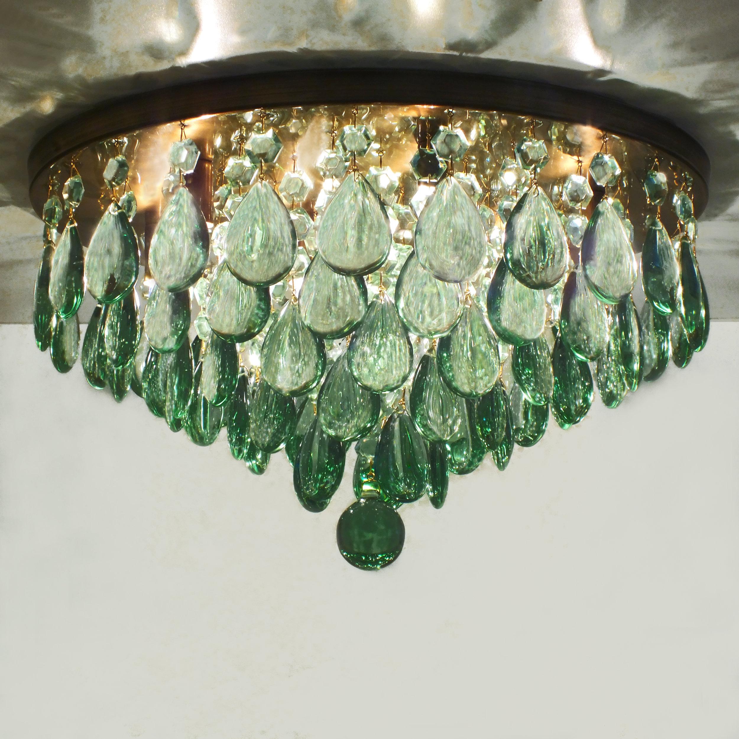 Plafon Parma Obsidiana Verde em latão com acabamento envelhecido brilho, com 45cm de diâmetro.