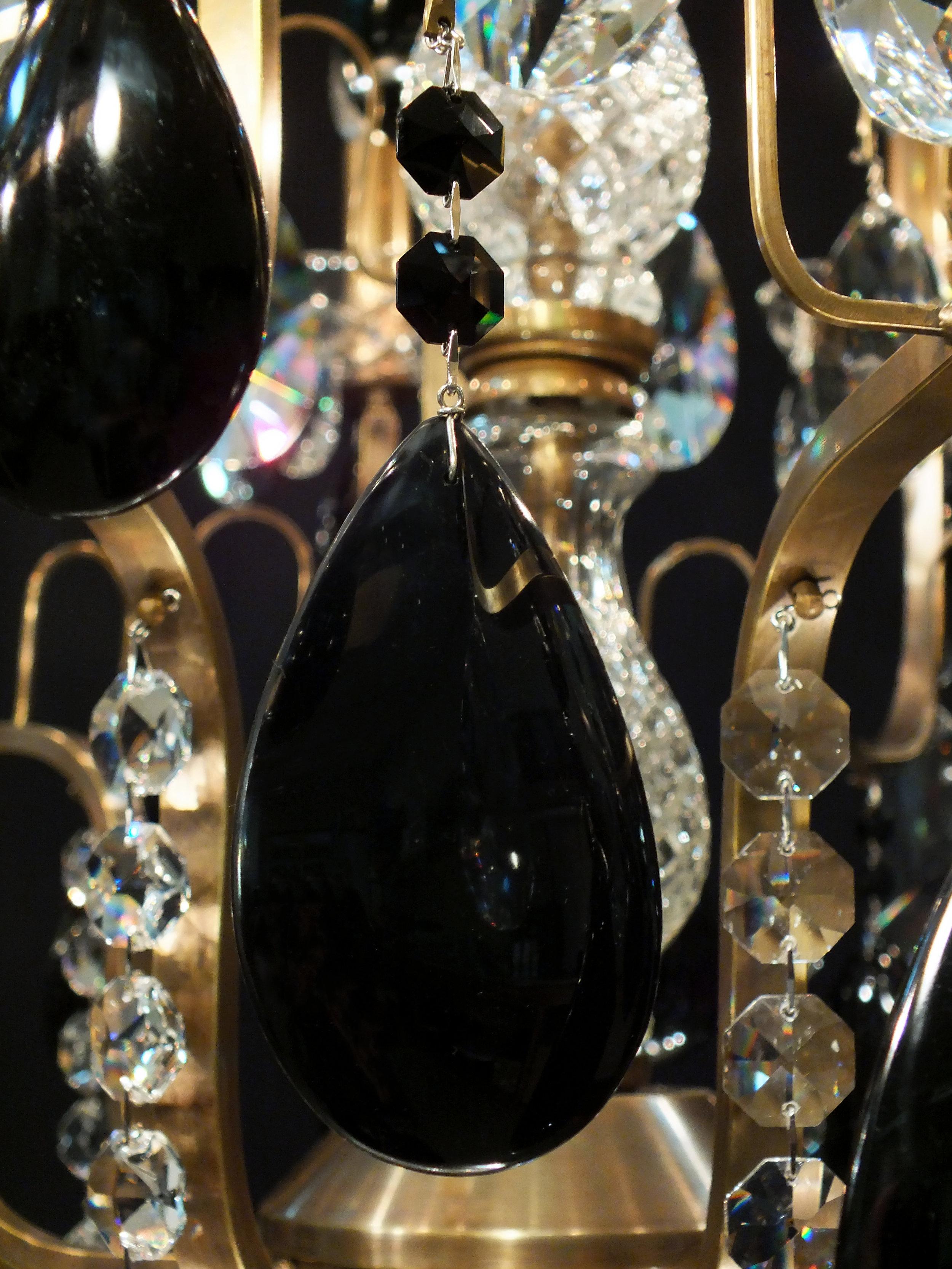 Foto de detalhe do Lustre Mântova 10 braços, com obsidianas negras e castanhas Jet SWAROVSKI (Áustria).