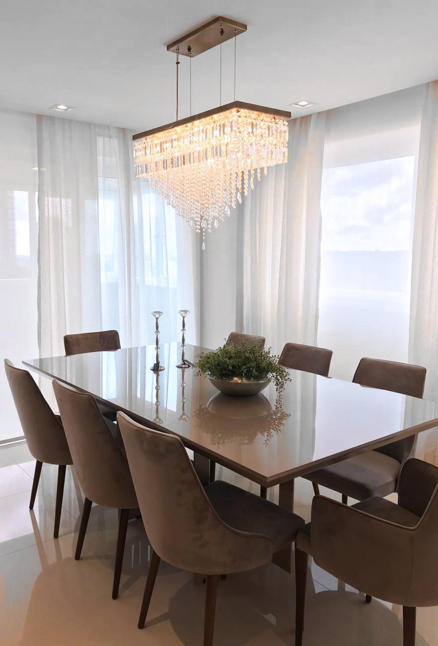 Pendente Amalfi em sala de jantar de Caxias do Sul projetada pela arquiteta Renata Mosena.