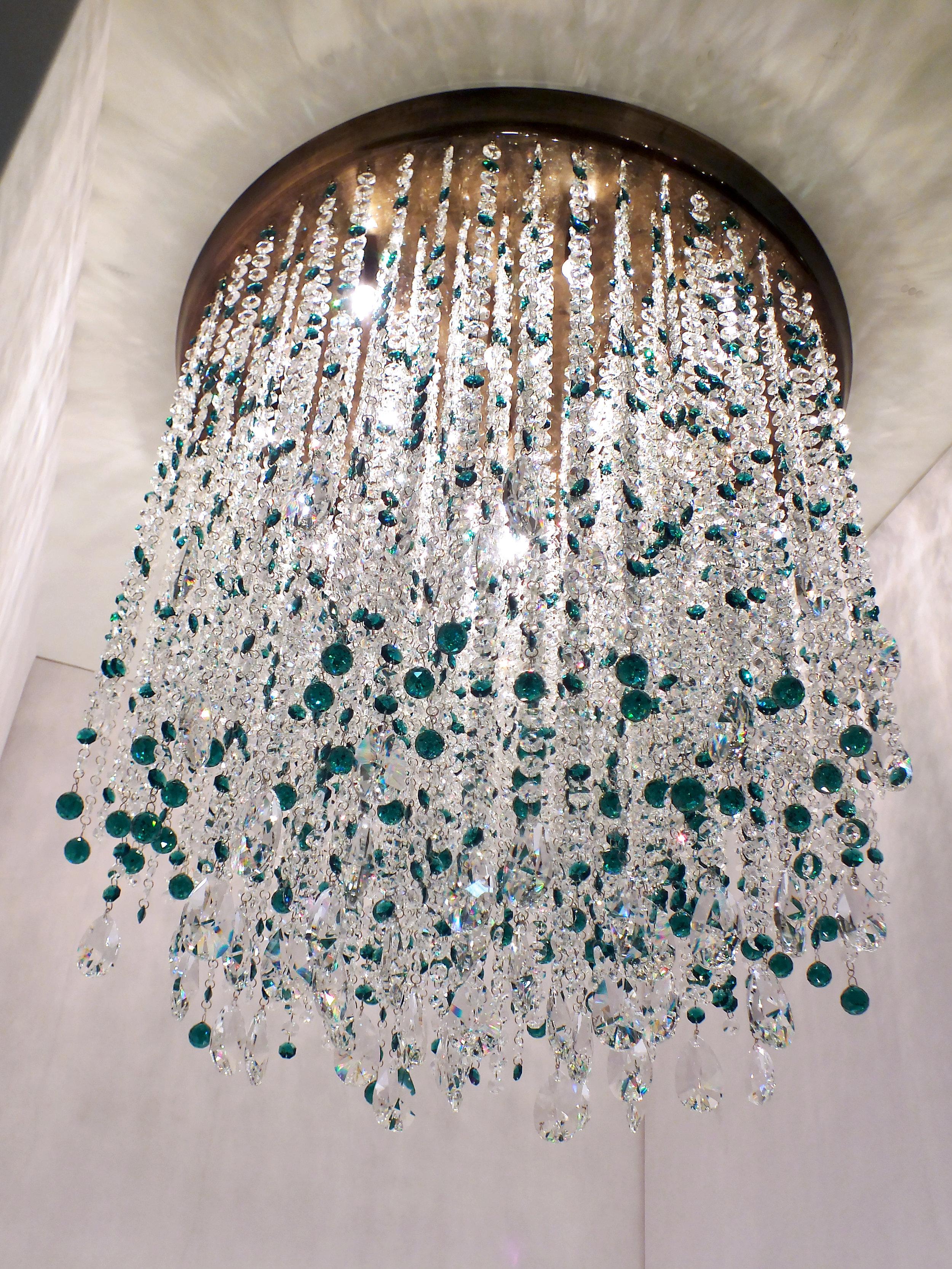 Plafon Cremona 65cm de diâmetro, com detalhes em cristais Emerald Swarovski.