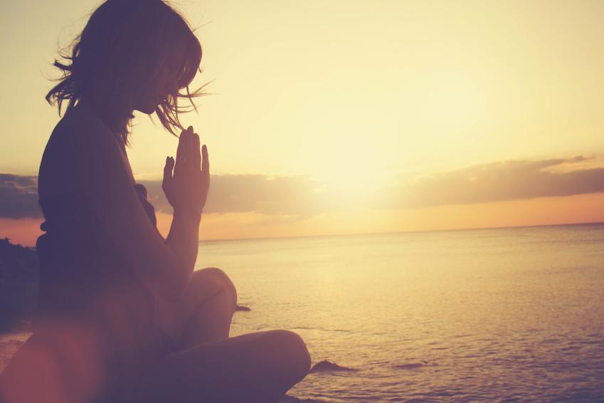 Modul 4 - Luft - Das Element Luft erlaubt uns den Zugang zu unserer Spiritualität. Wir lernen zwischen Religion und gelebter Spiritualität zu unterscheiden und warum der Glaube an etwas Größeres als uns selbst, unser Leben bereichert und verschönert. Wir erkennen und begreifen die Einheit in uns und allem anderen. Letztlich bleibt die Erkenntnis von Optimismus und Lebensfreude.