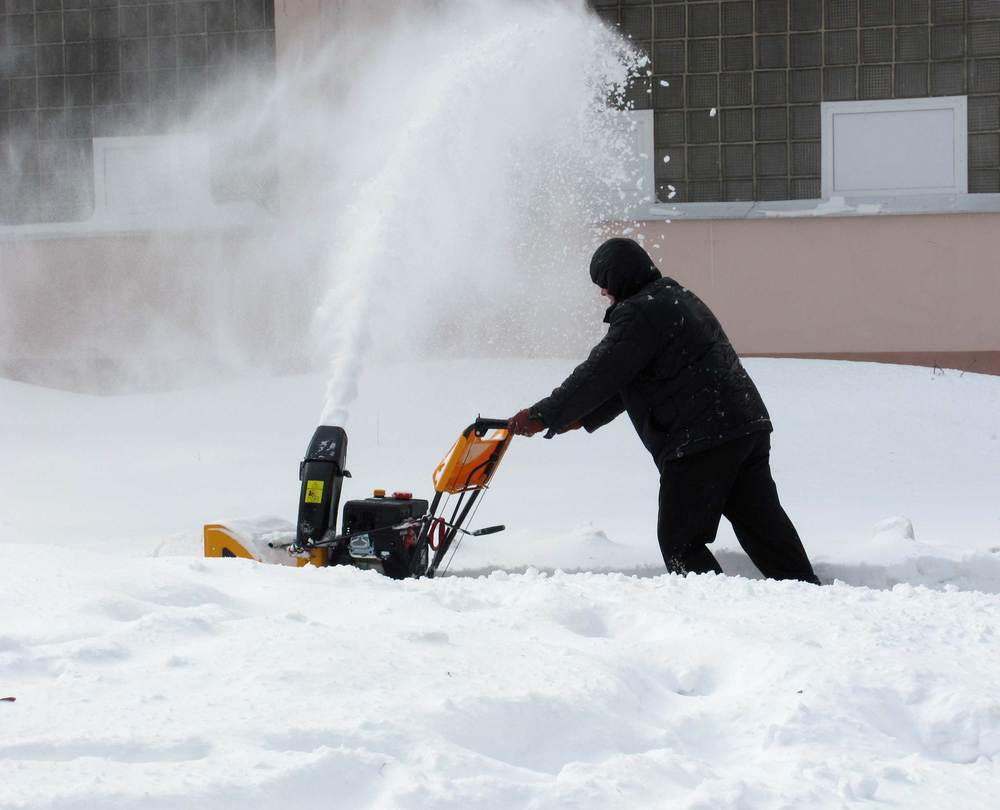 Snow-removal-with-a-snow-blowe-43869010.jpg