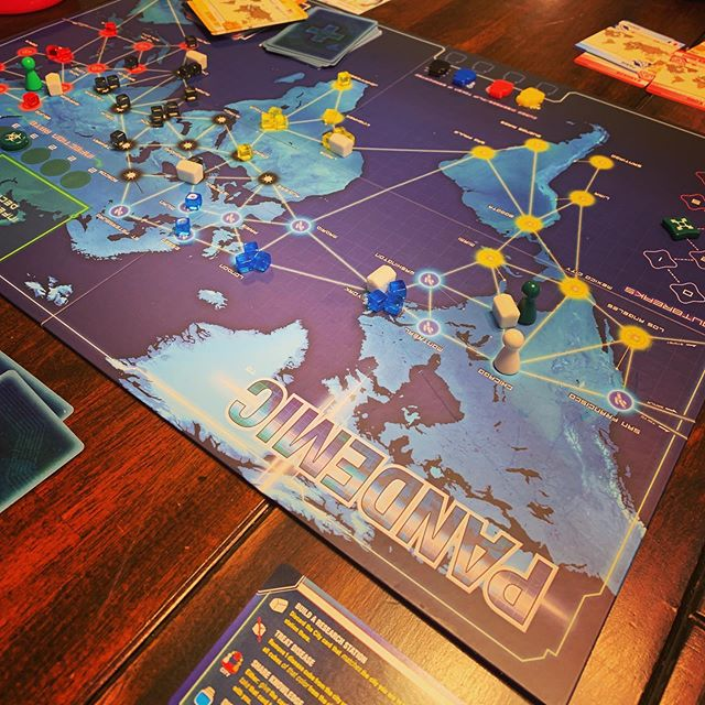 Pretty fun game. Pandemic.