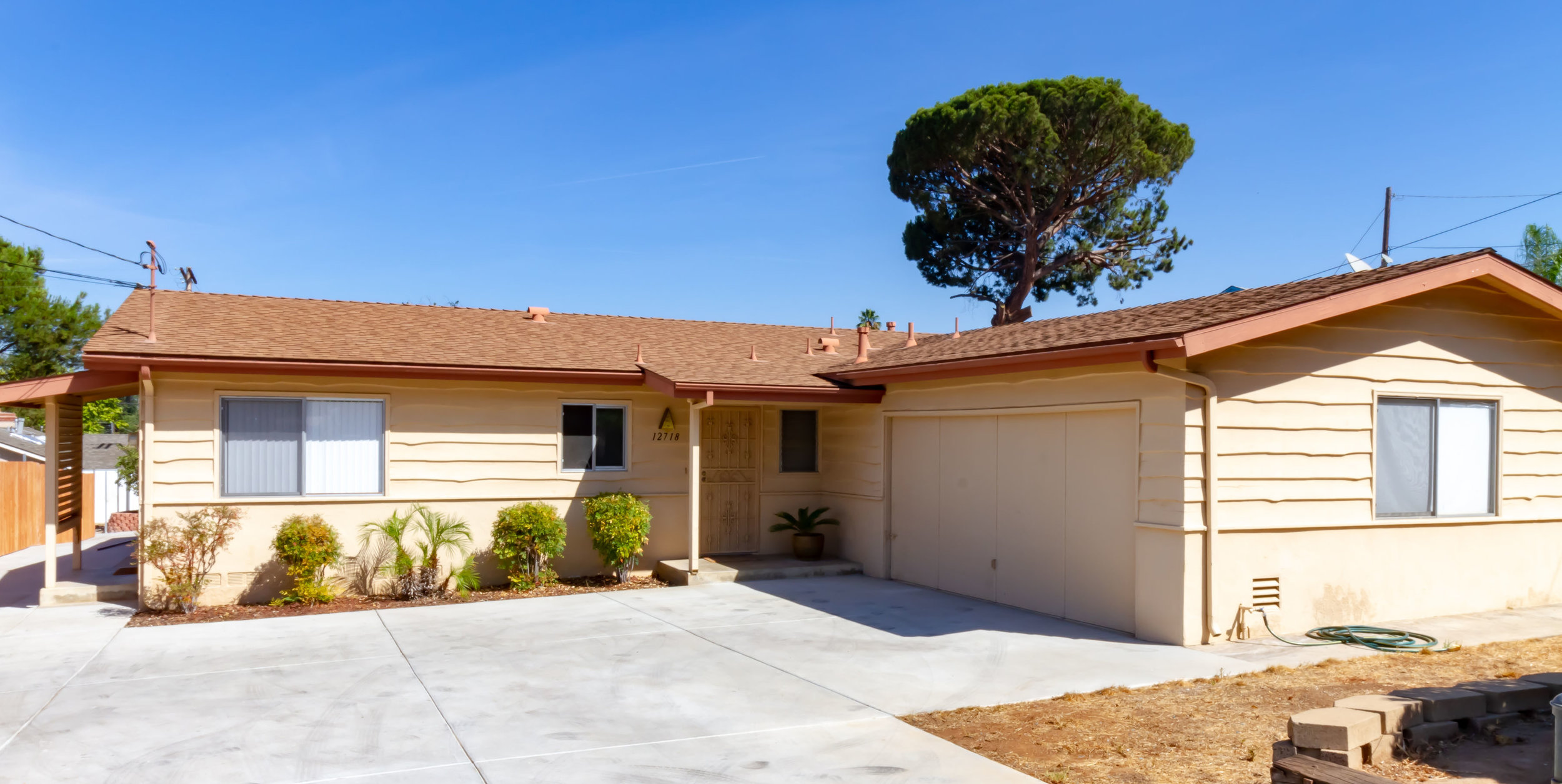 12718 Castle Court Drive, Lakeside, CA 92040 - COE: 01/15/2018Granny Flat, Pool, Hot Tub, RV Parking, Fully Remodeled Kitchen, Forced AC, Whole house fan,Large 2 Car Garage, This house has it all! Get $1,100 off your mortgage every month by the granny flat! Spacious updated 3 bed 2 bath House. Plus attached granny flat (currently renting for $ 1,100) Home features a large family room and a den plus plenty of outdoor space will let your family spread out. Granny flat is currently being rented/occupied for 1,100. House is vacant. Call co-listing agent for more info. Please don't disturb the granny flat tenant.