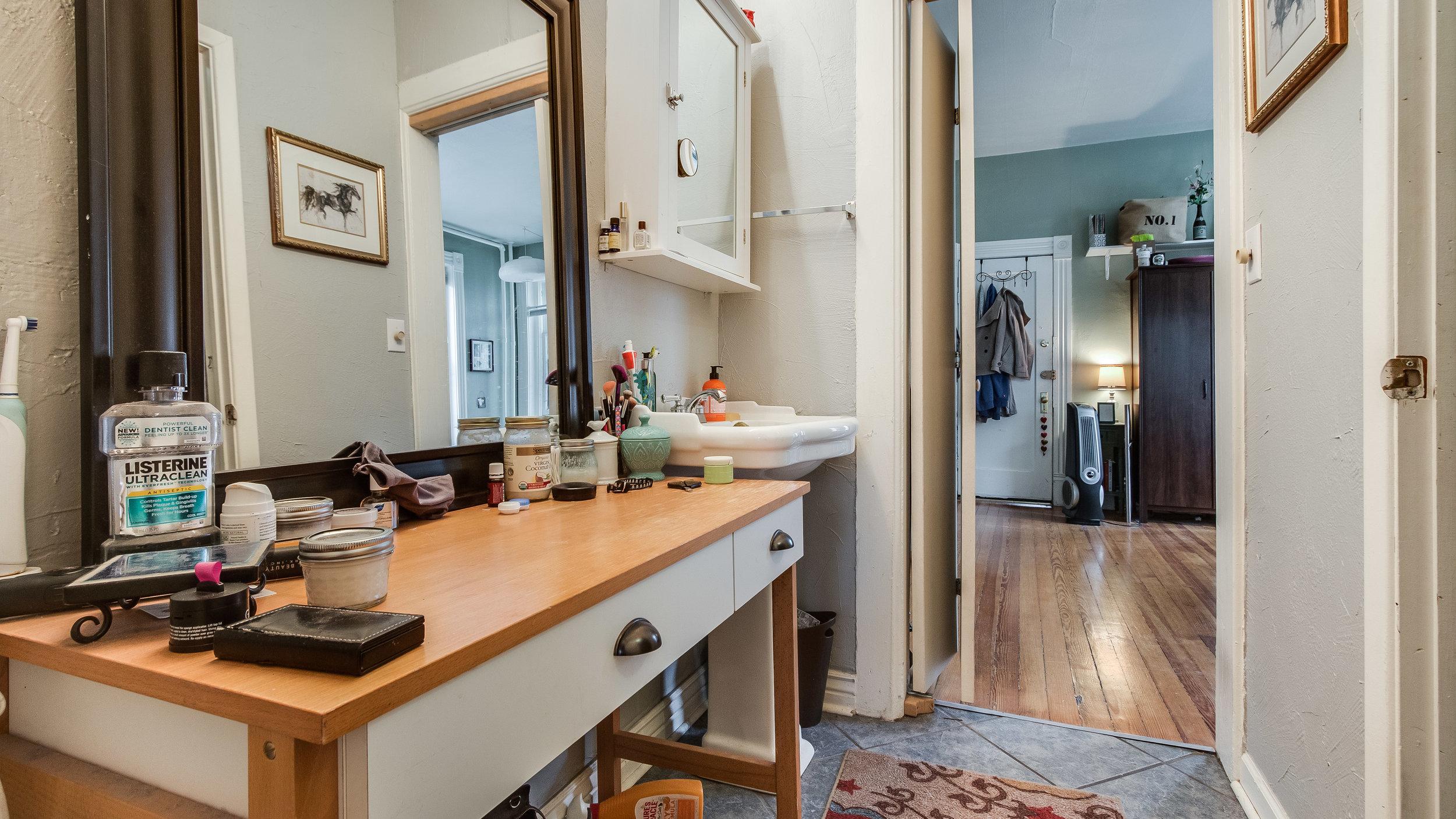 06 1570stpaul Apt. 1 Bathroom (4).jpg