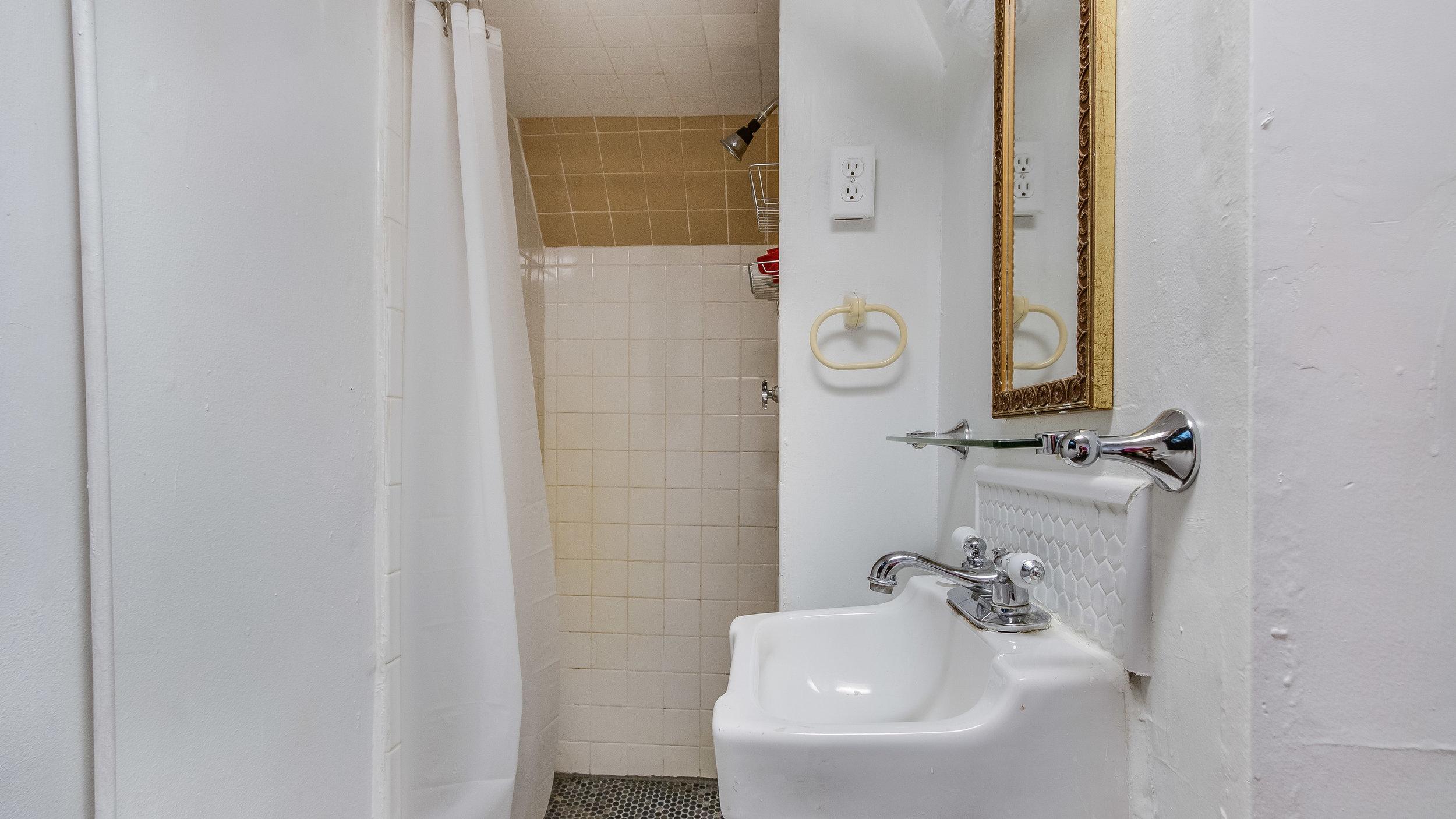 11 1570stpaul Apt 2 Bathroom (11).jpg