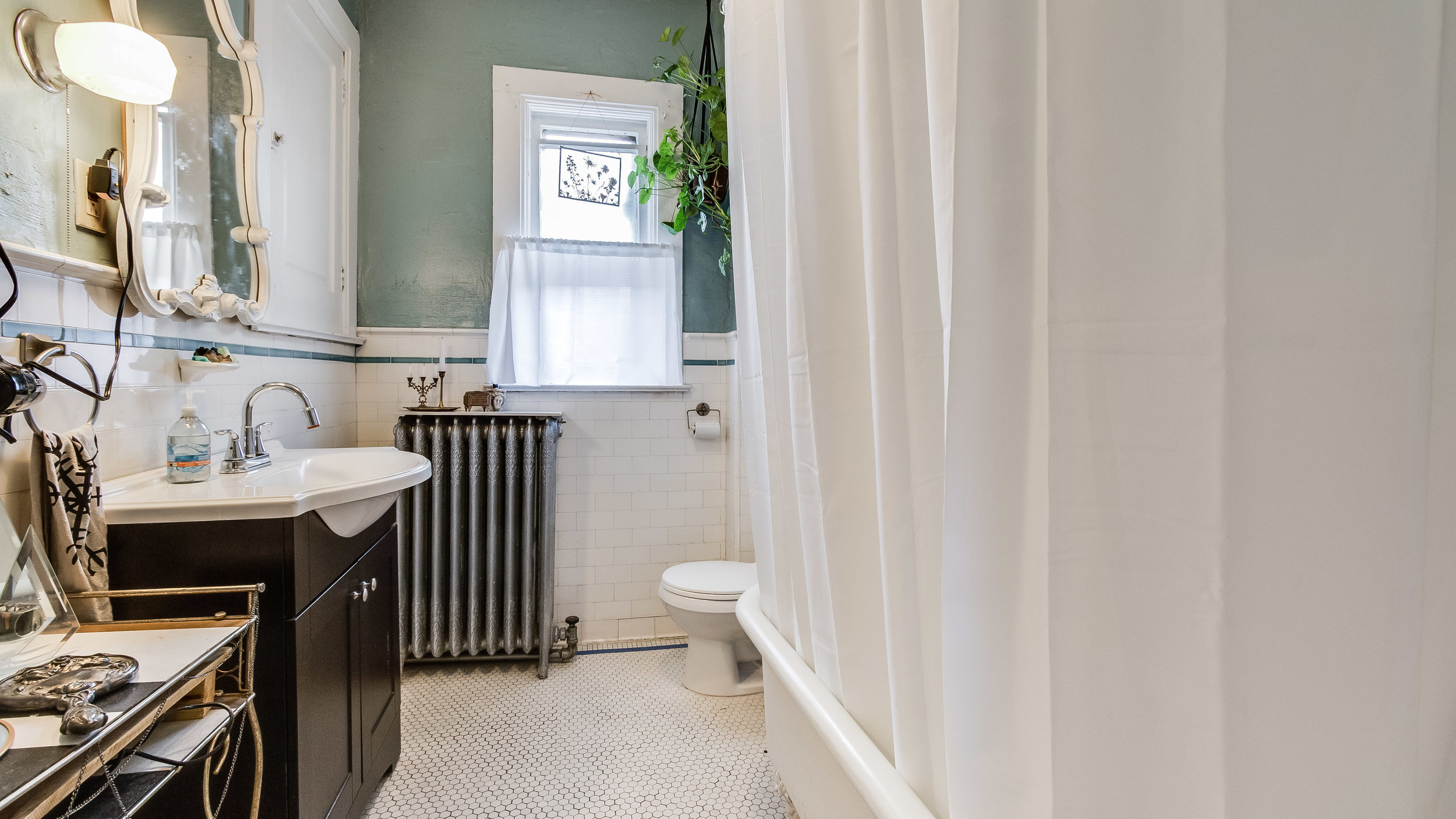 16 1570stpaul Apt. 3 Bathroom (14).jpg