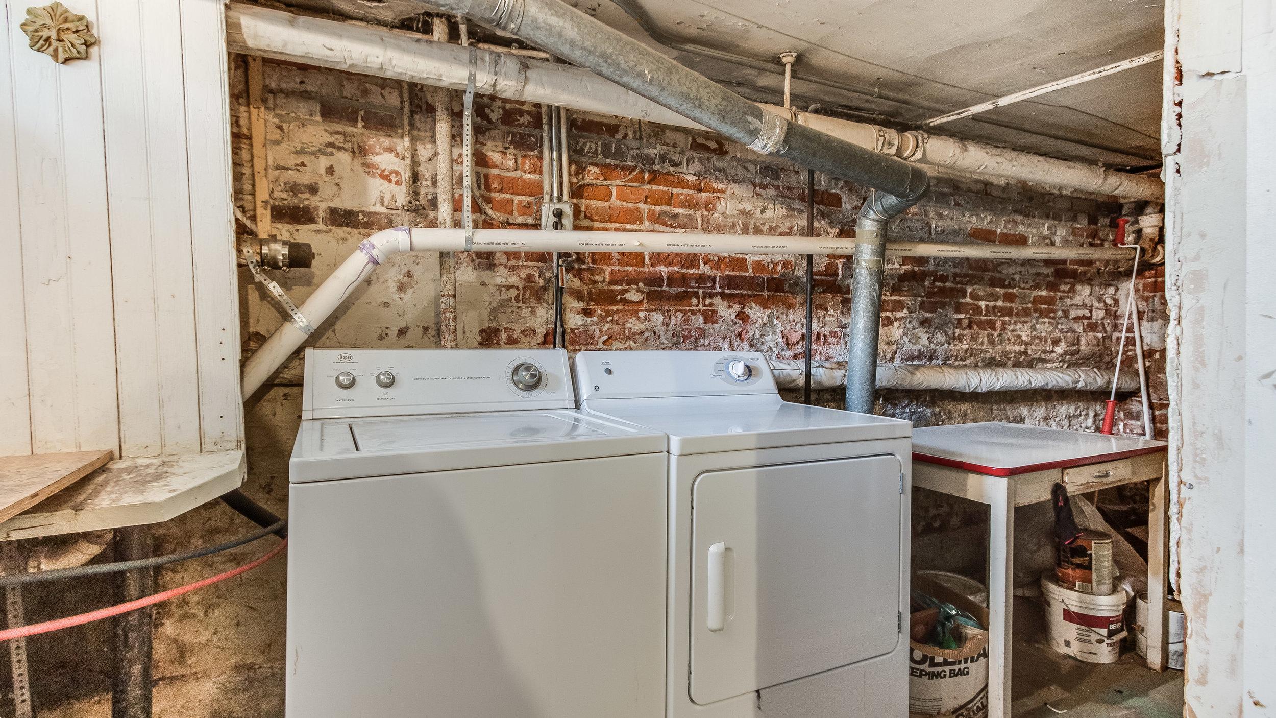 23 1570stpaul Laundry (12).jpg