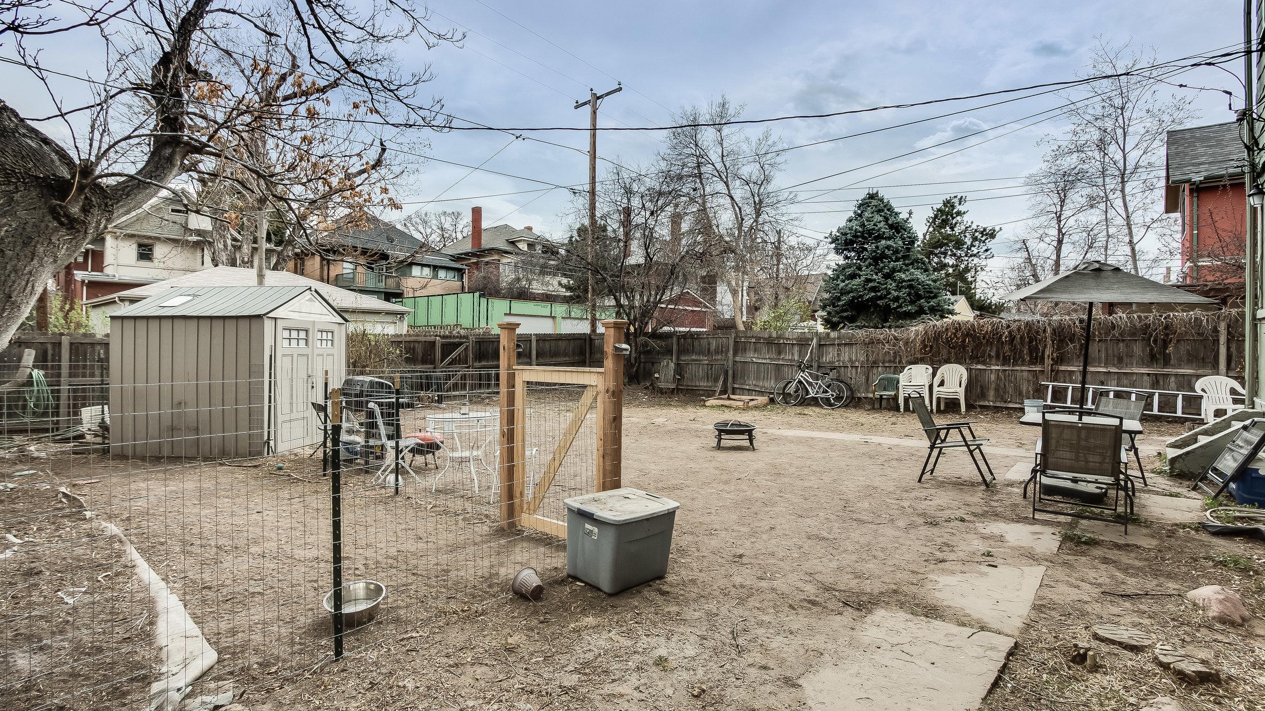 24 1570stpaul Back Yard.jpg