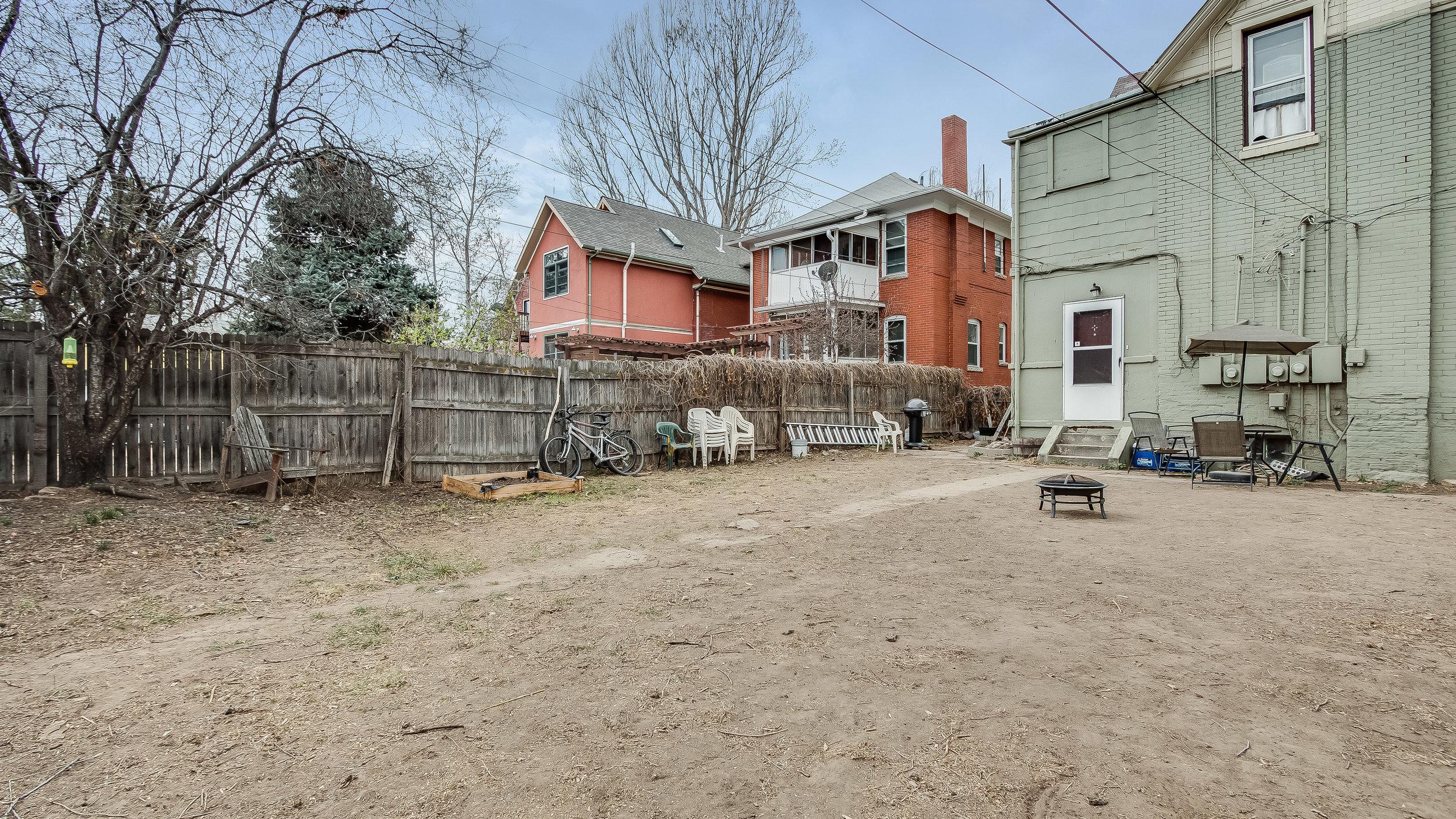 25 1570stpaul Back Yard (22).jpg