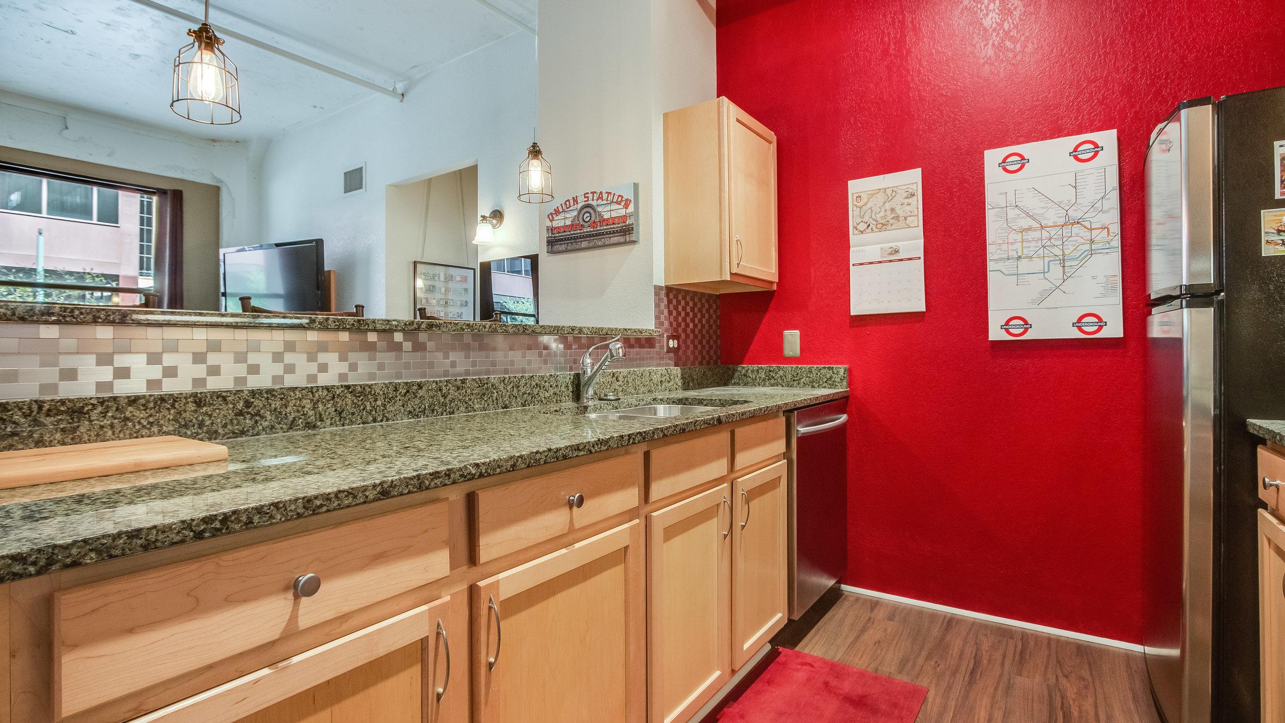 06 44417th206 Kitchen  (2).jpg