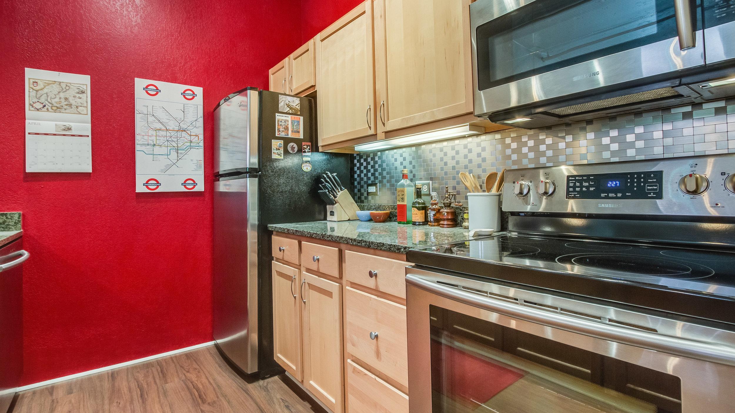 07 44417th206 Kitchen  (3).jpg