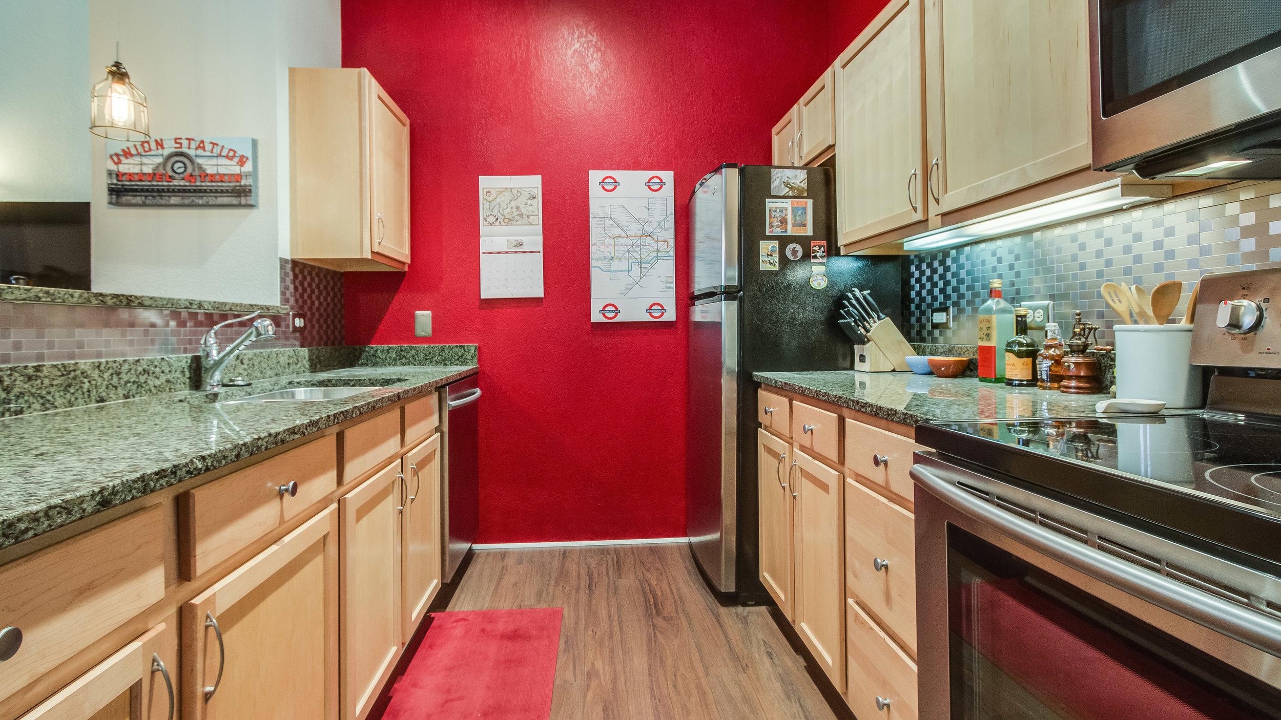 08 44417th206 Kitchen (1).jpg