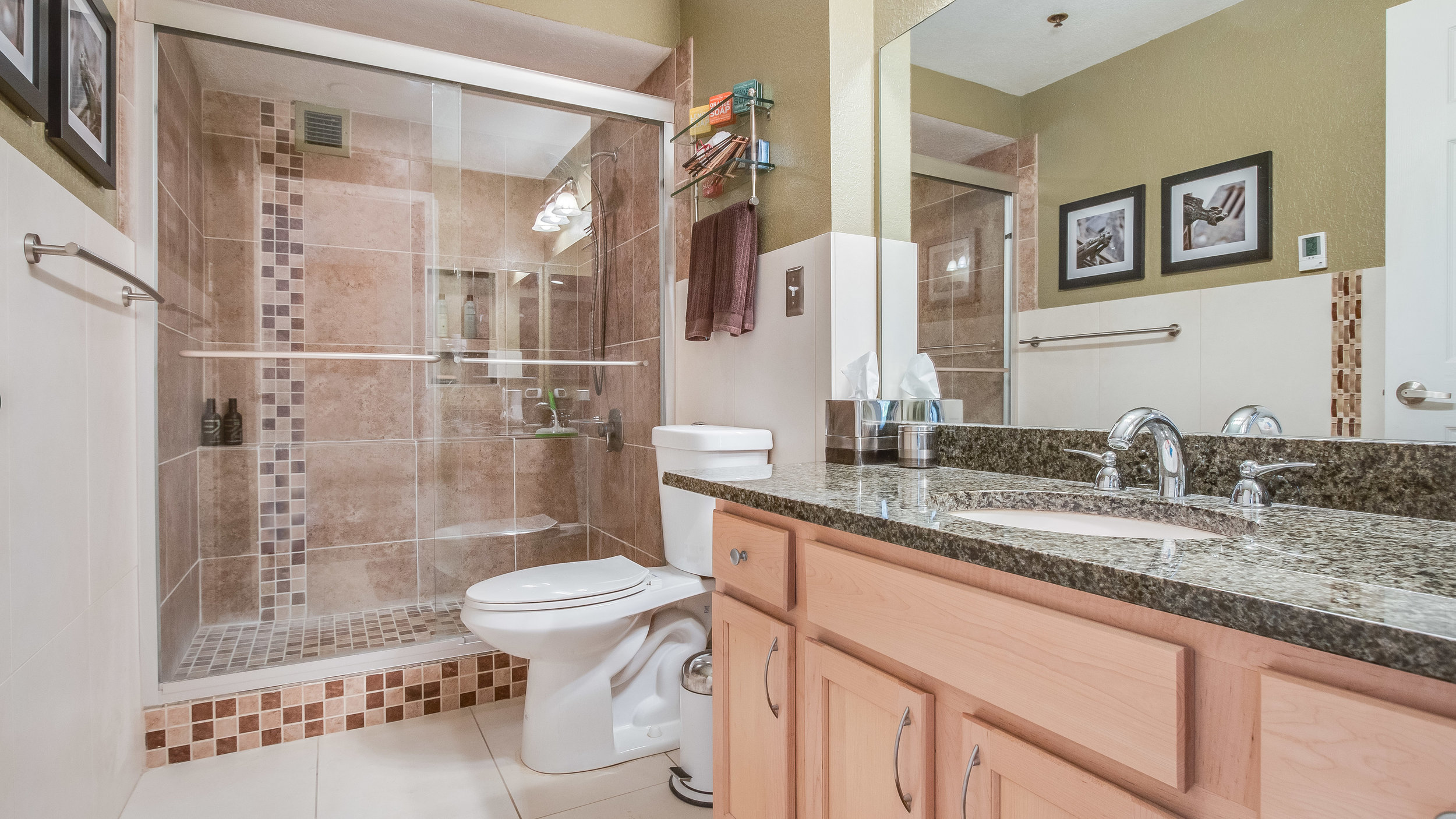 12 44417th206 Bathroom  (11).jpg