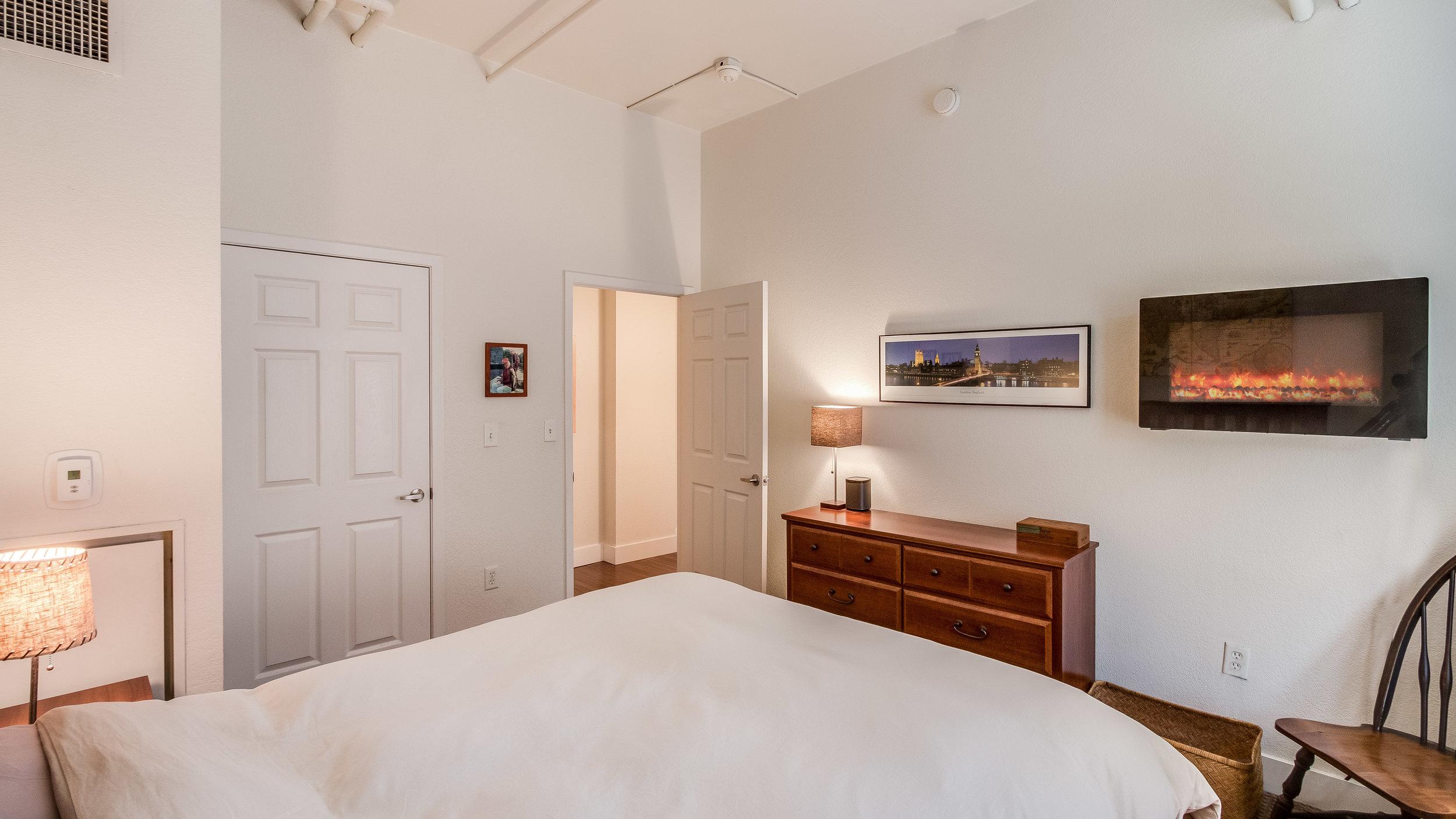 14 44417th206 Bedroom 1 (13).jpg