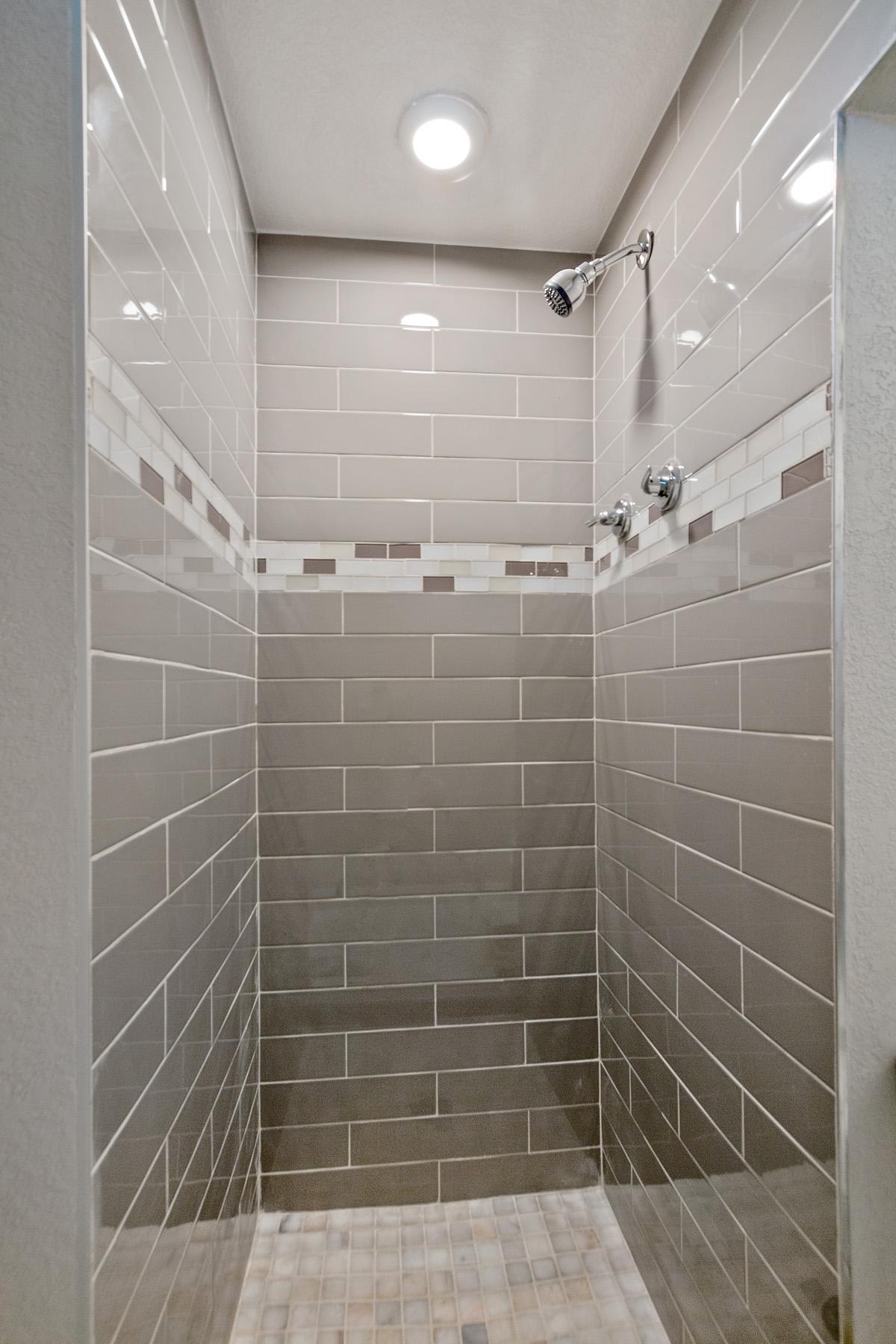09-Bathroom Shower.jpg