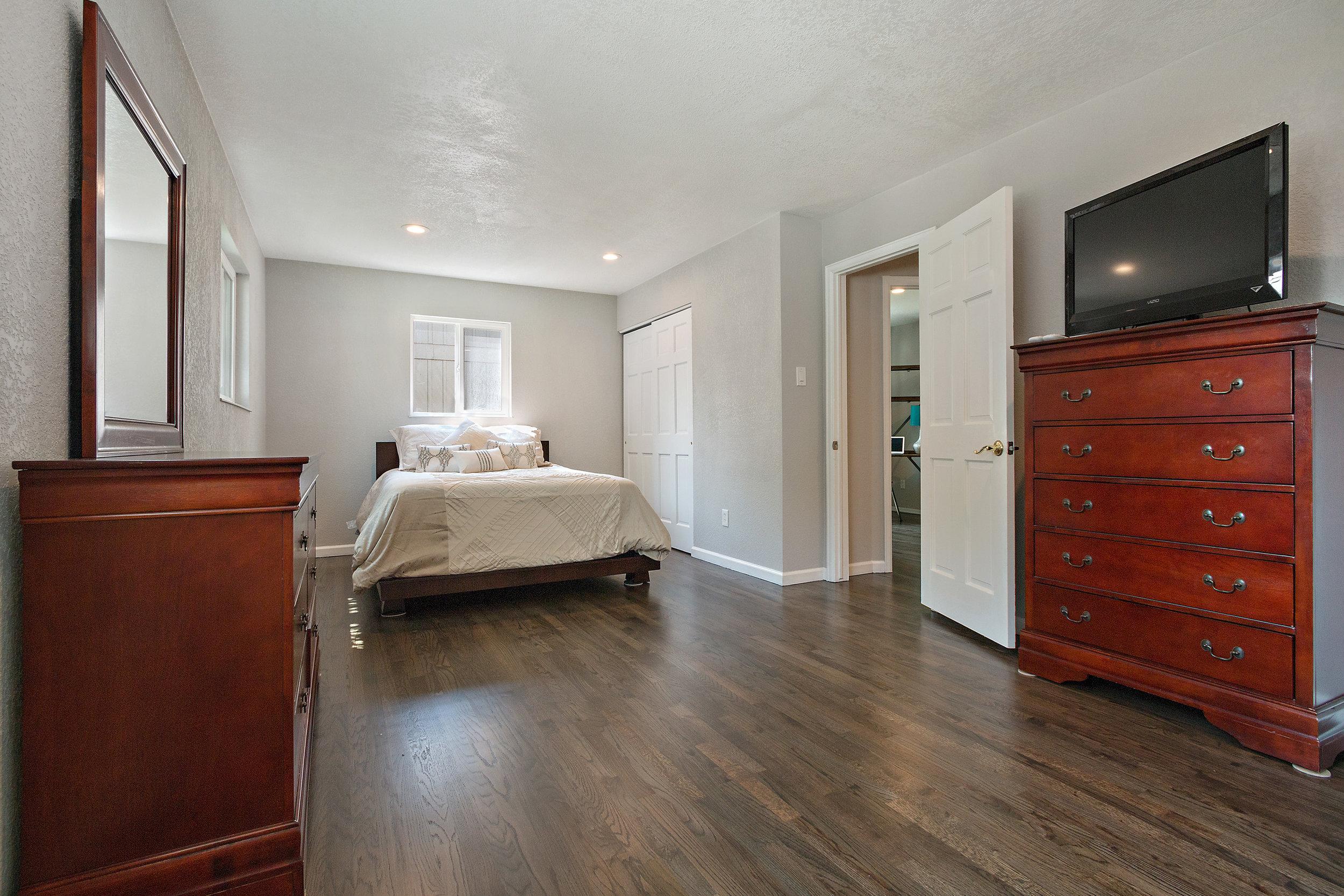 11-Bedroom 1.jpg