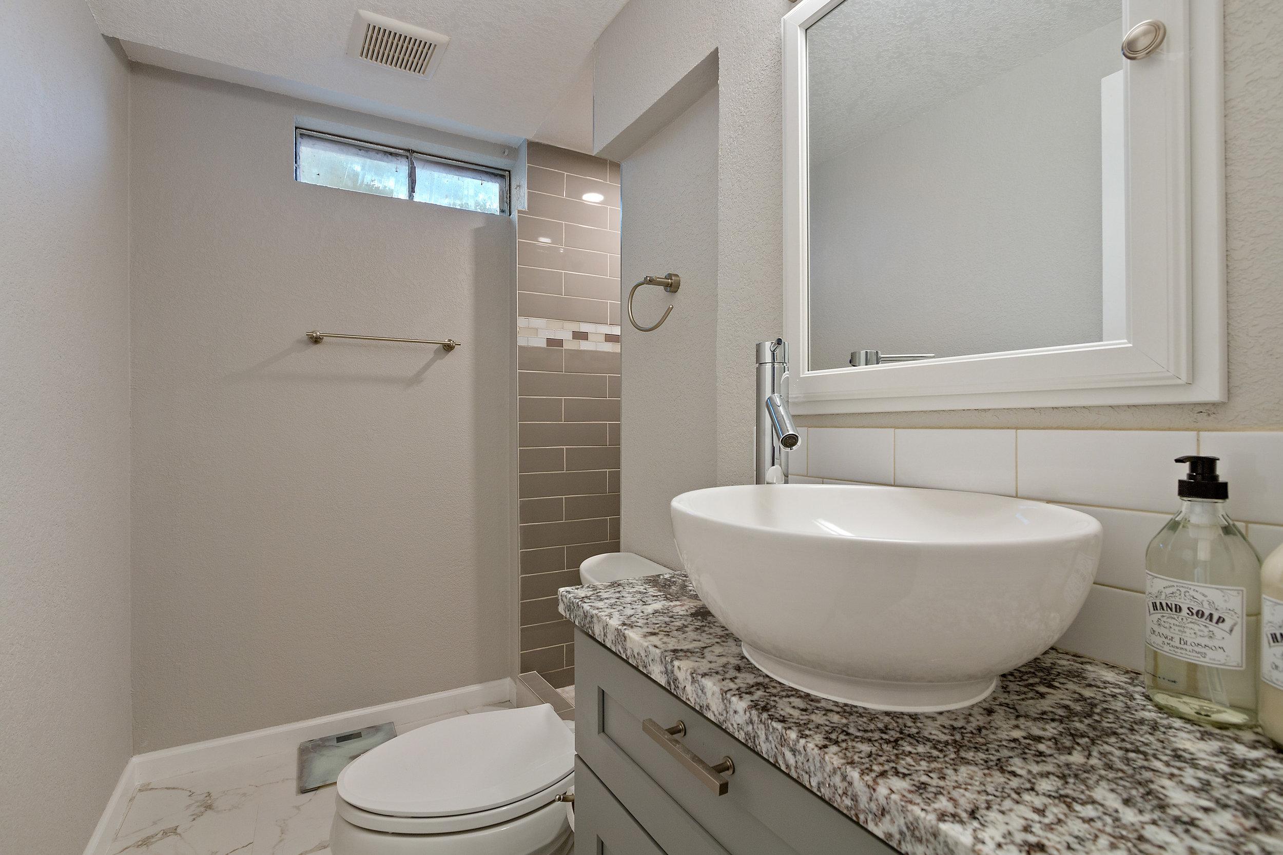14-Lower Bathroom.jpg